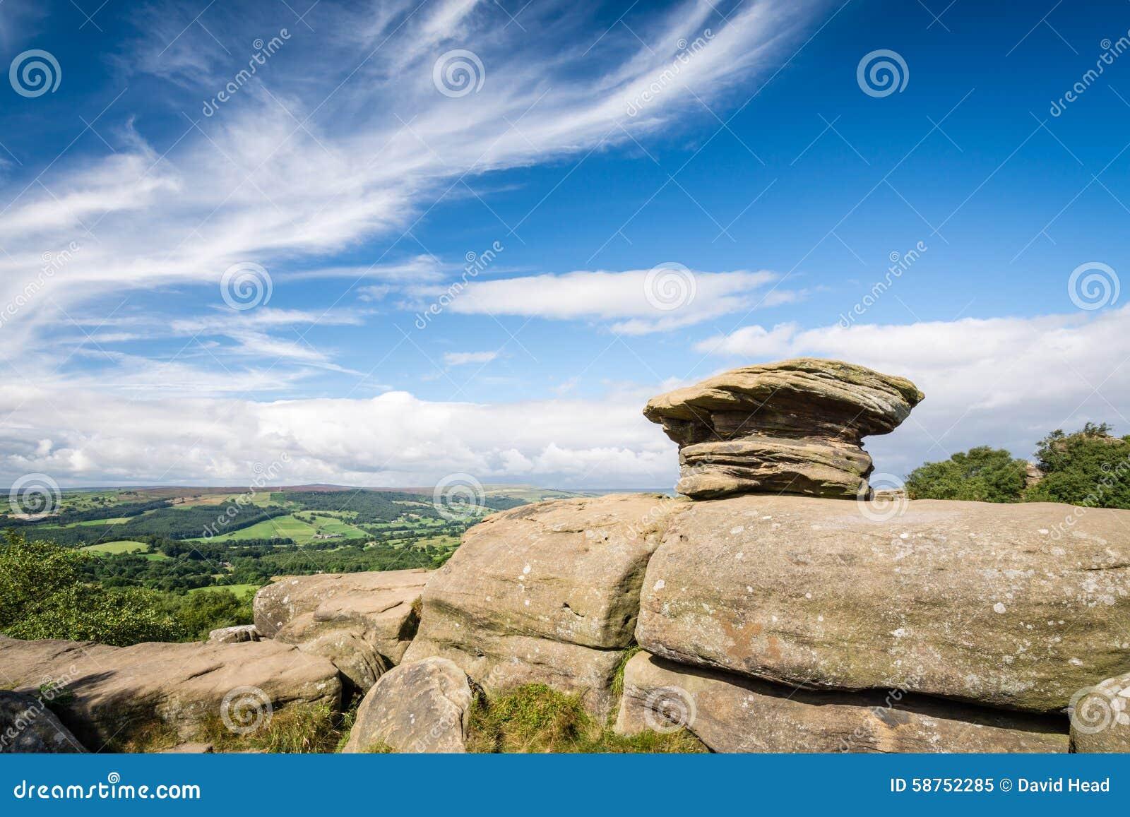Brimham oscilla la vista sopra la valle di Nidderdale