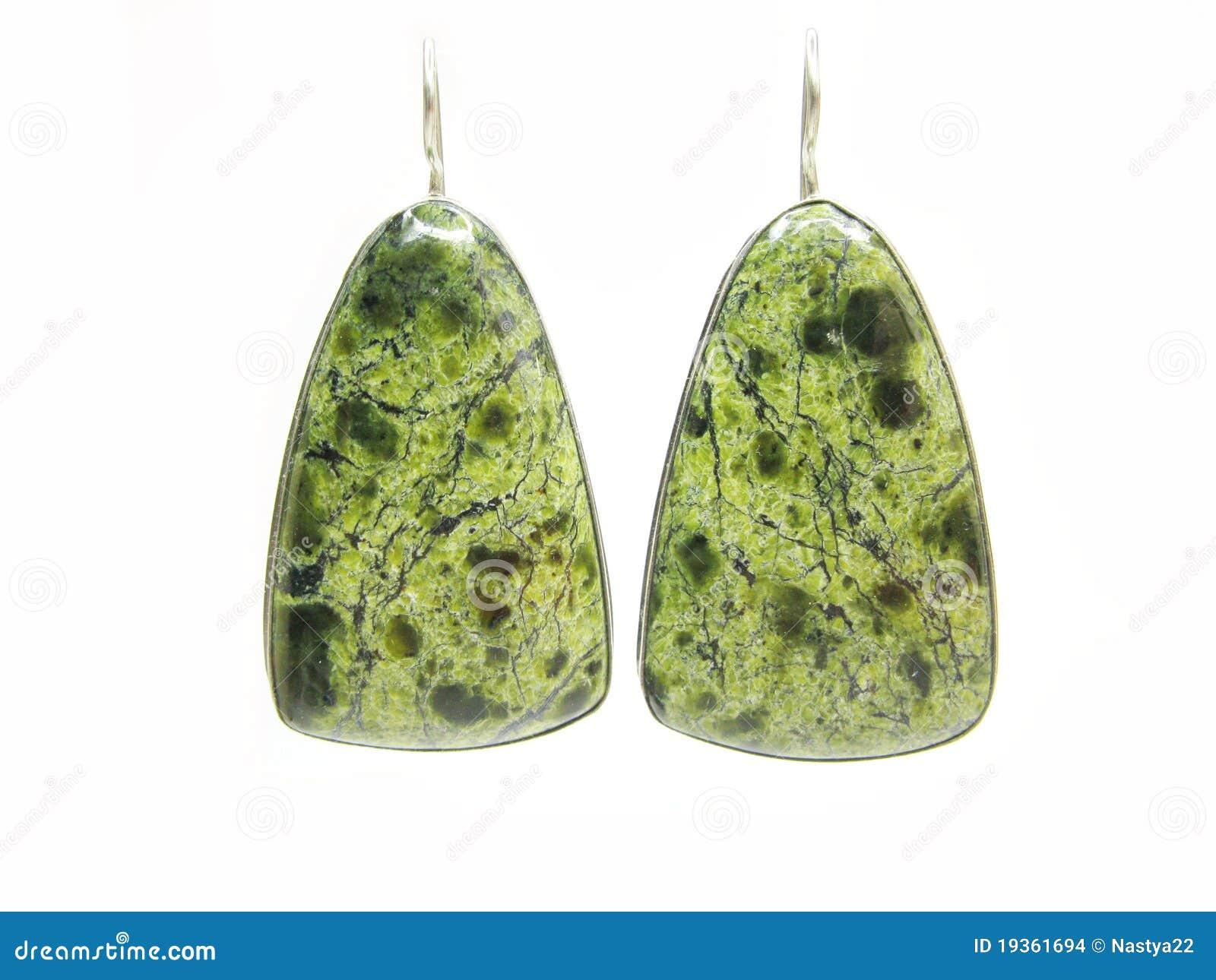 Brincos prateados do semigem verde