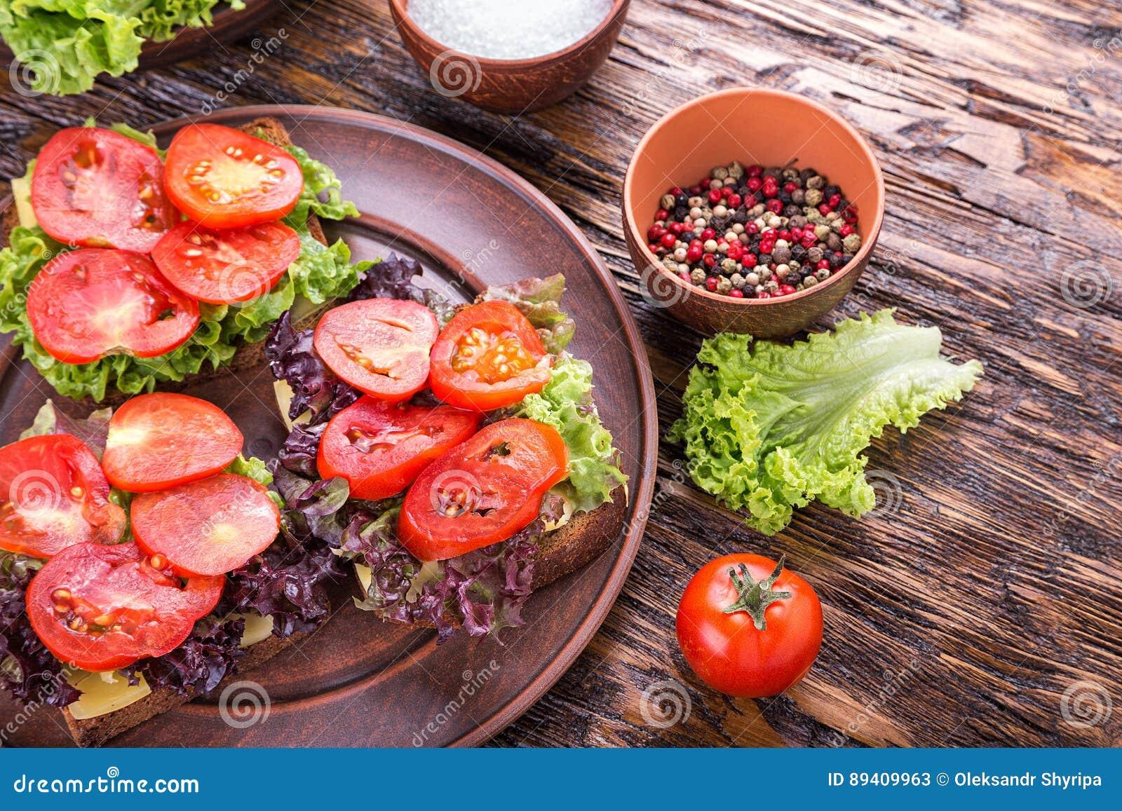 Brindes com tomate fresco