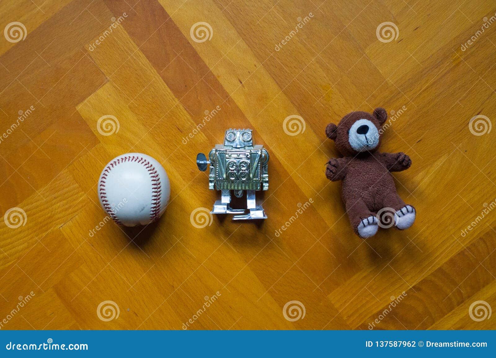 Brinquedos velhos que colocam no assoalho