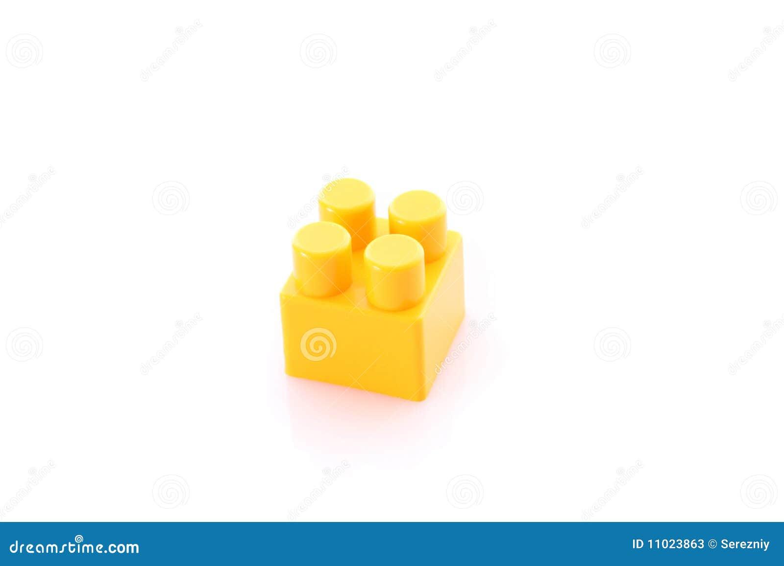 brique jaune de construction de jouet d 39 isolement image. Black Bedroom Furniture Sets. Home Design Ideas