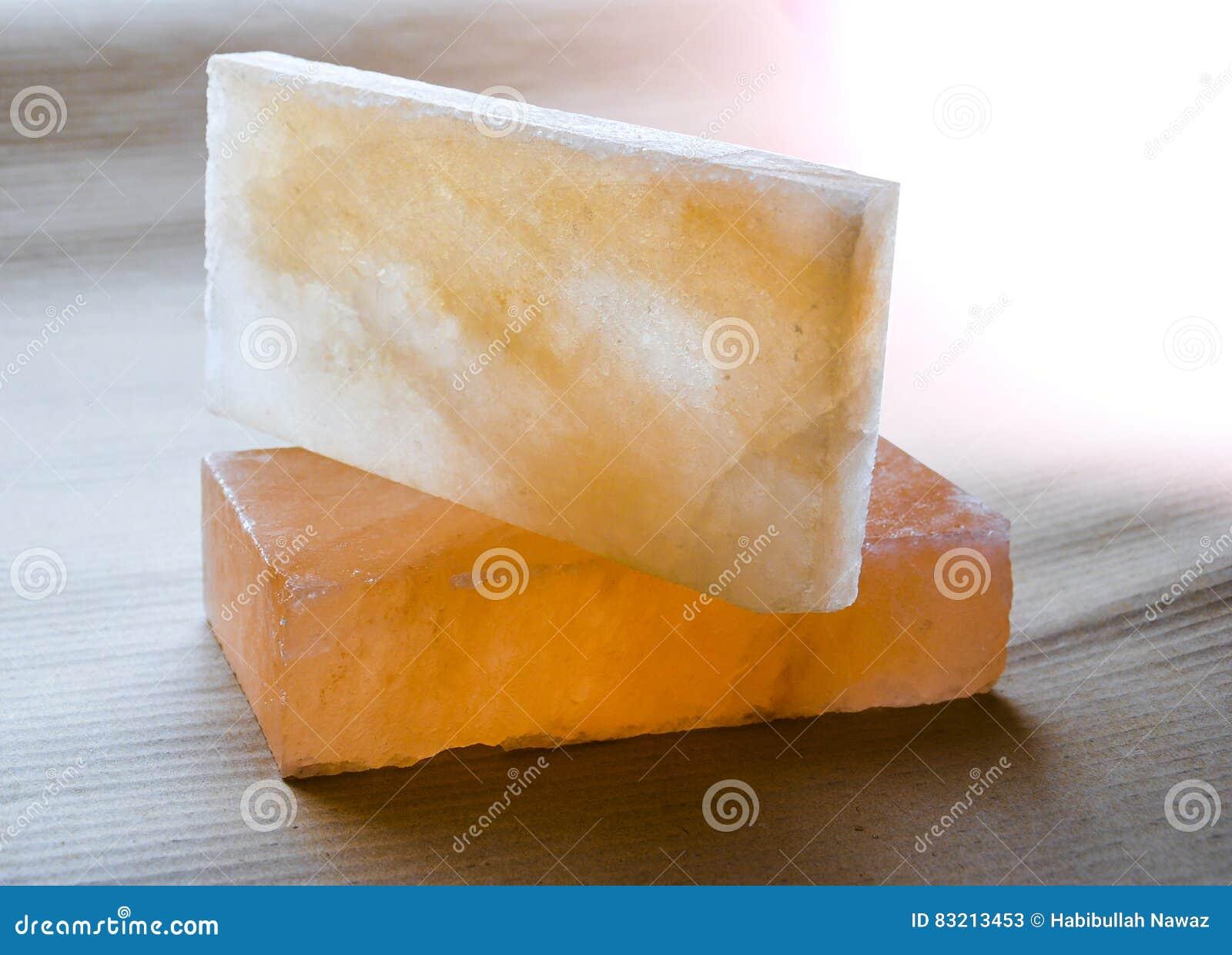 Briques et tuiles de sel gemme