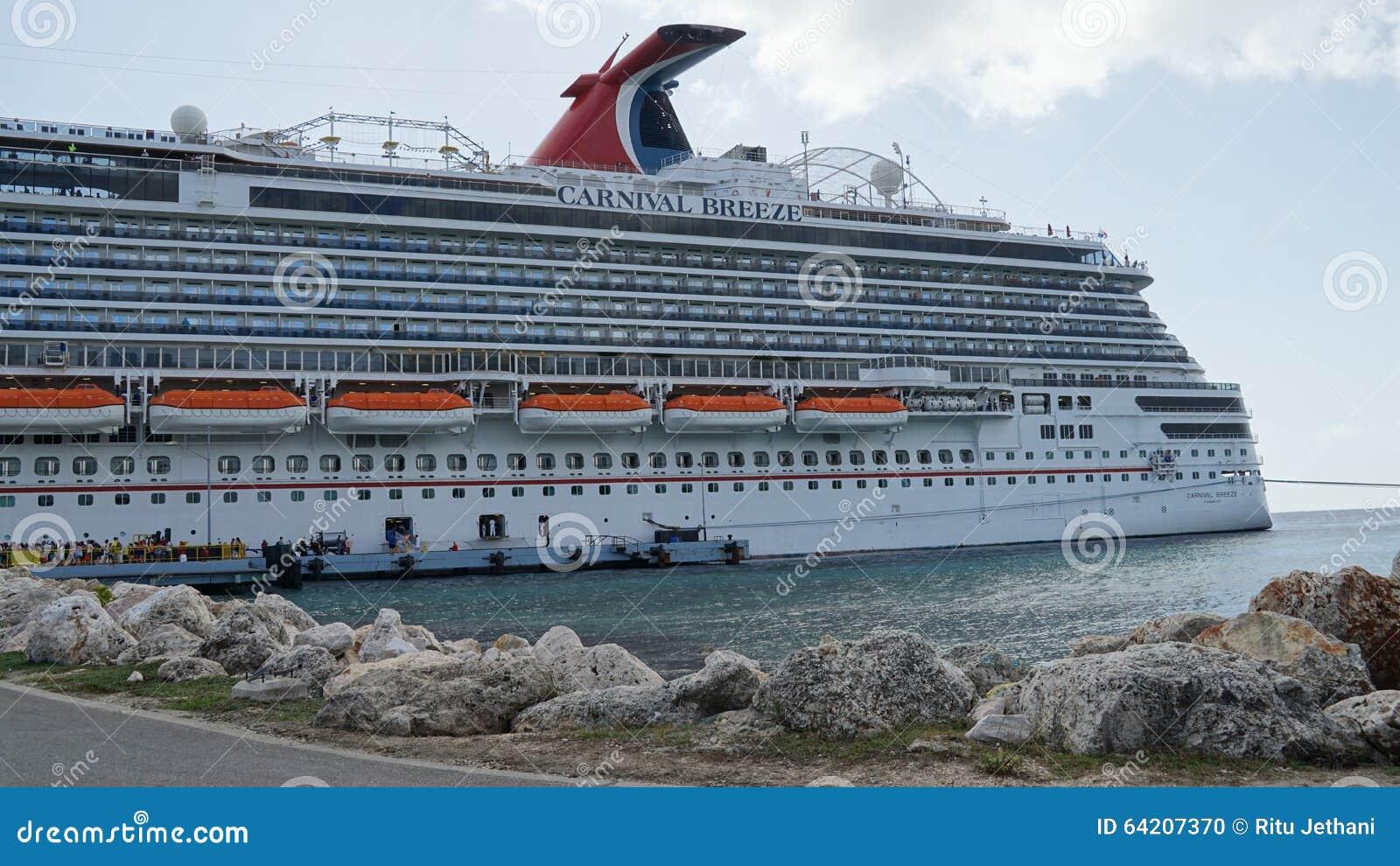 Brisa del carnaval atracada en Willemstad, Curaçao