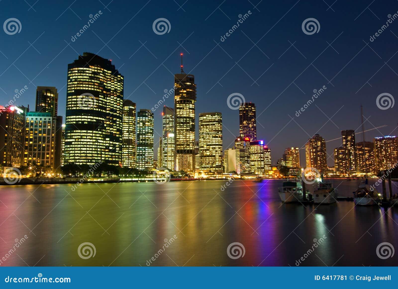 Brisbane-Stadt-Skyline am Sonnenuntergang