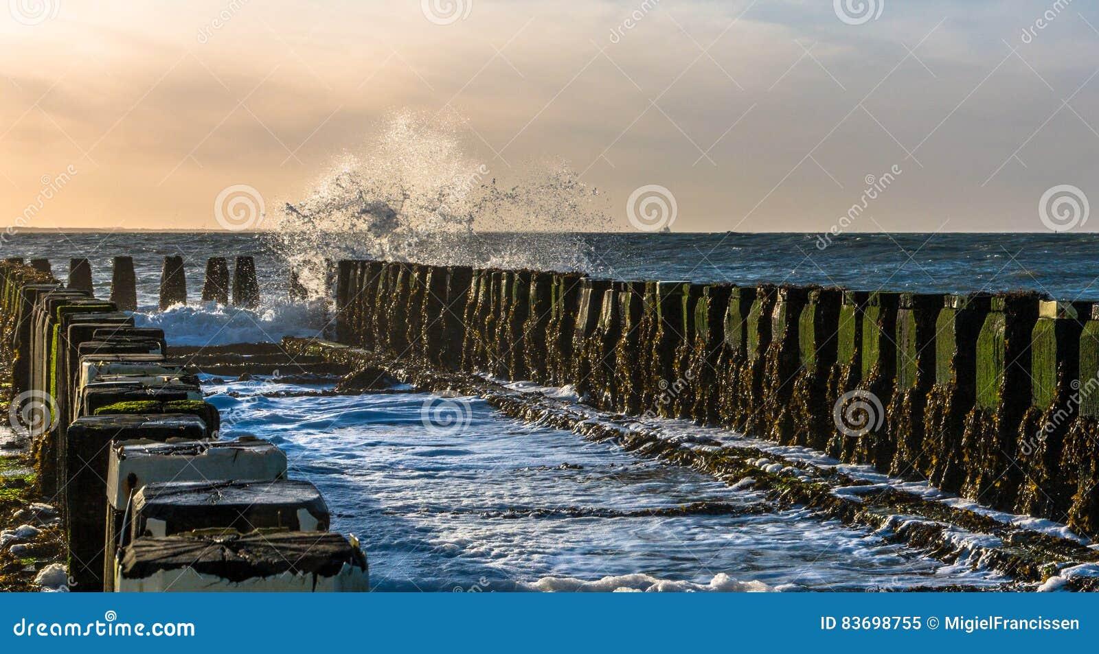 Brise-lames à la plage