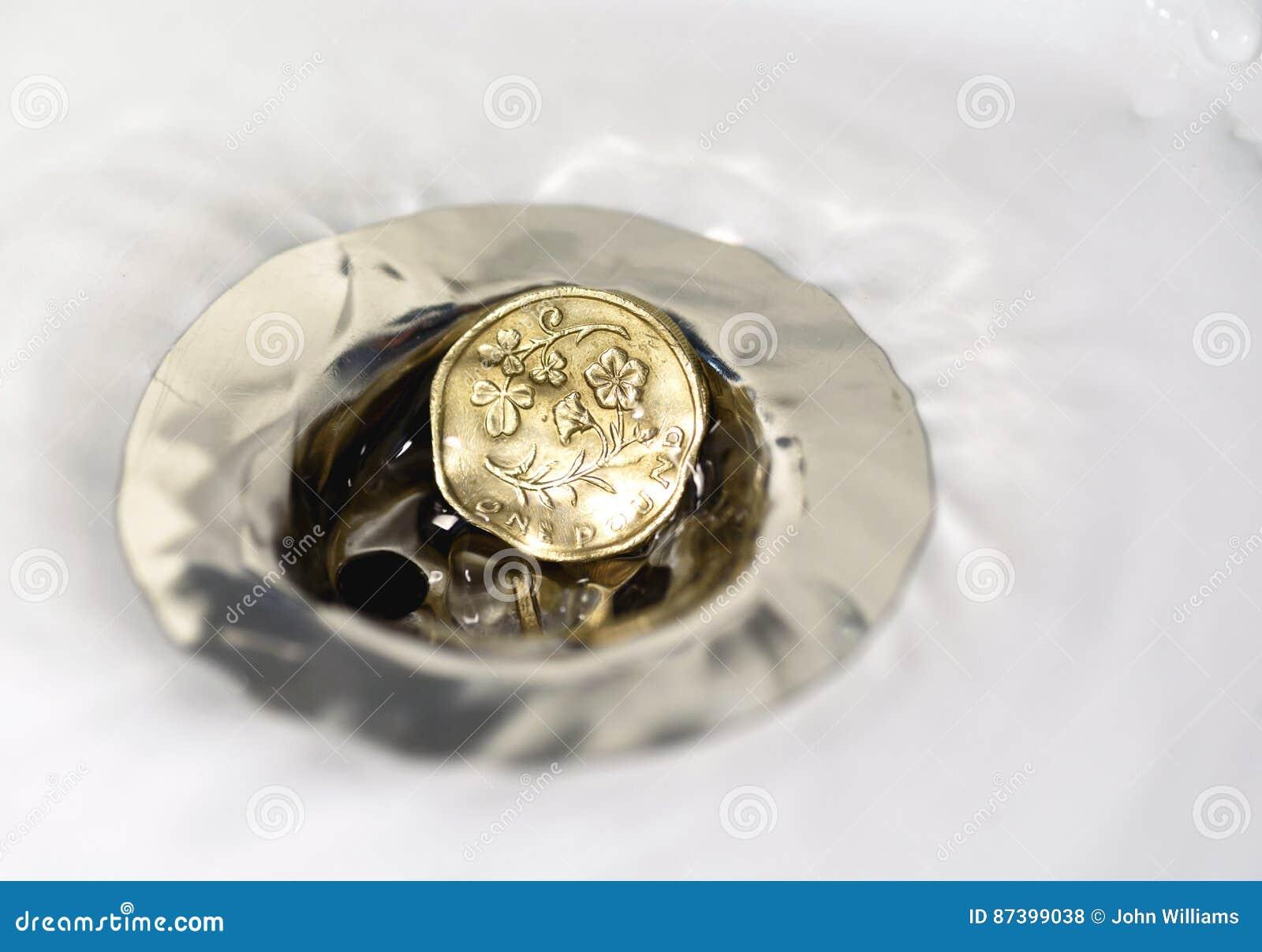Britische Pfund Münze Im Silbernen Wannen Abfluss Stockfoto Bild