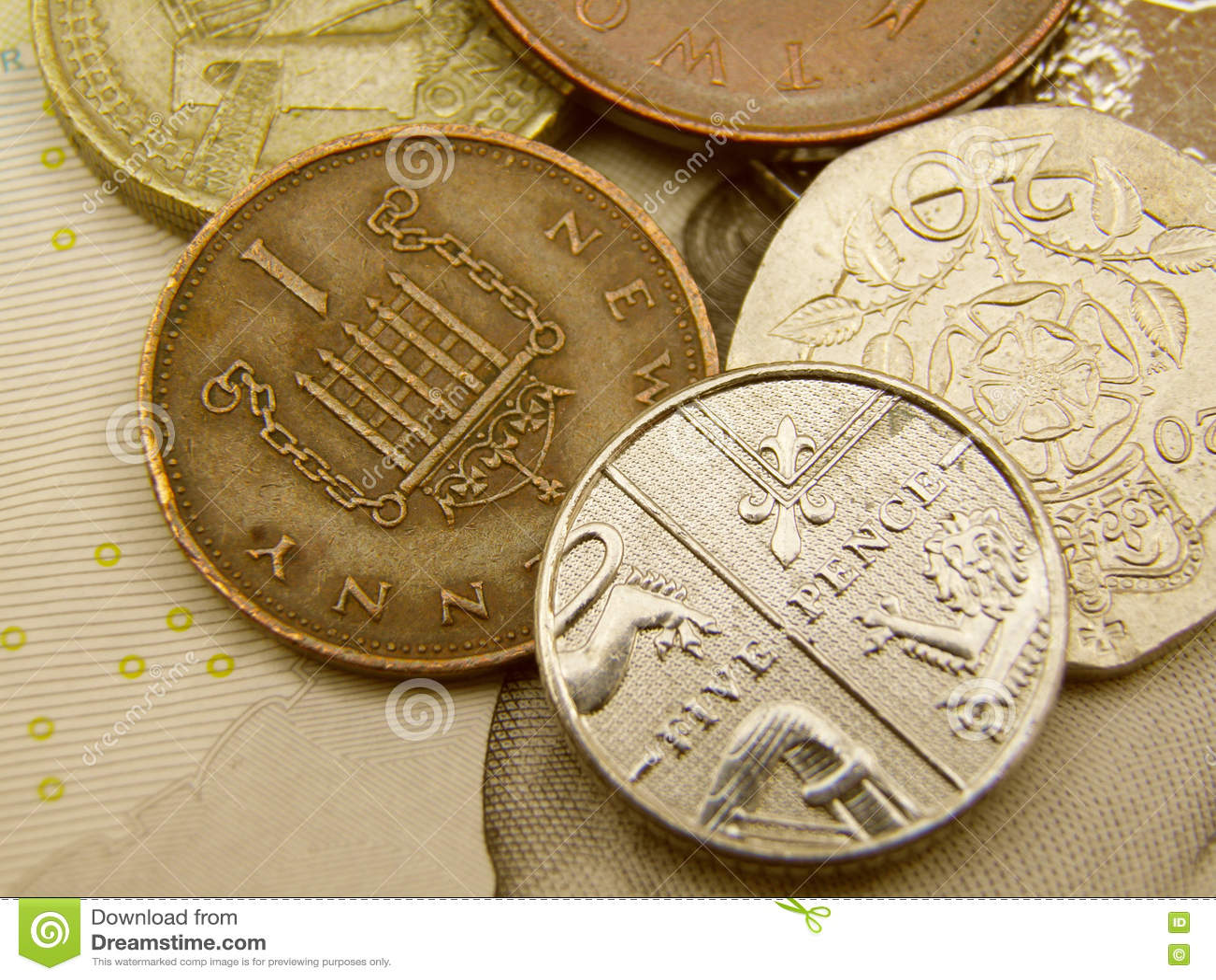 Britisches Sterlings-Pfundwährungsbanknoten und -münzen