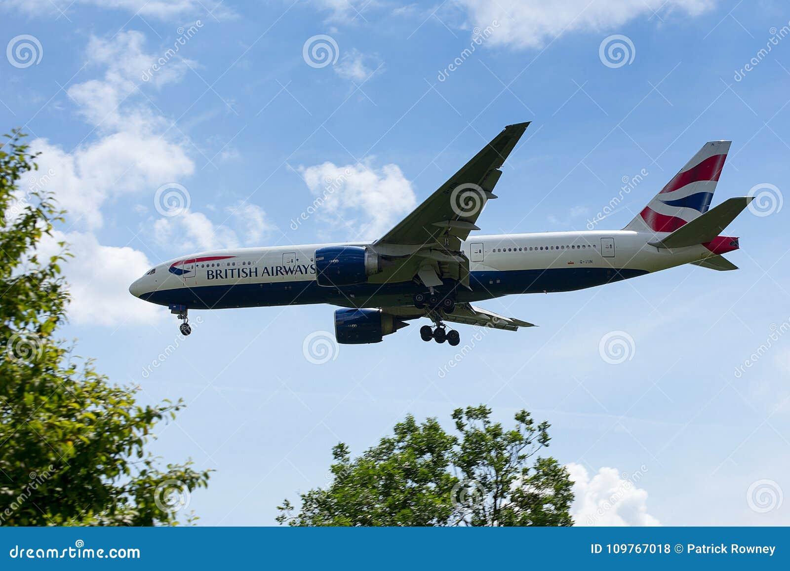 British Airways Boeing 777 bajo en acercamiento al aeropuerto de Heathrow