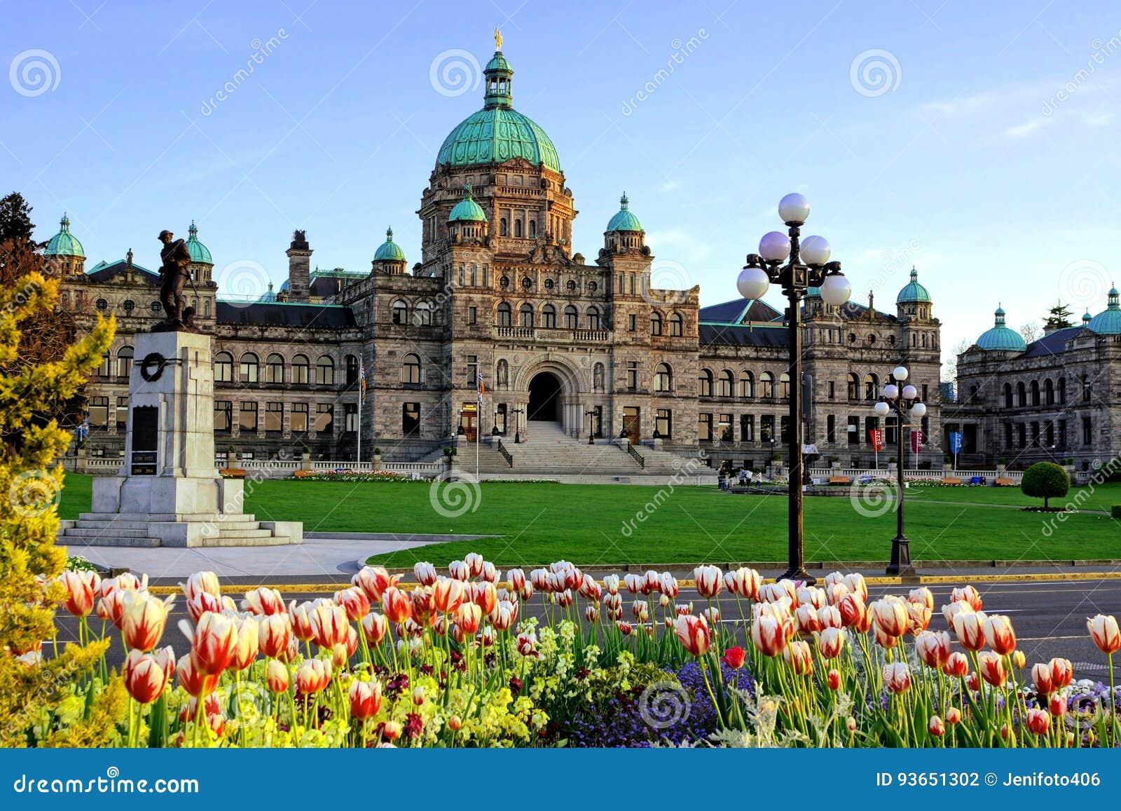 British Columbia provinsiell parlamentbyggnad med vårtulpan