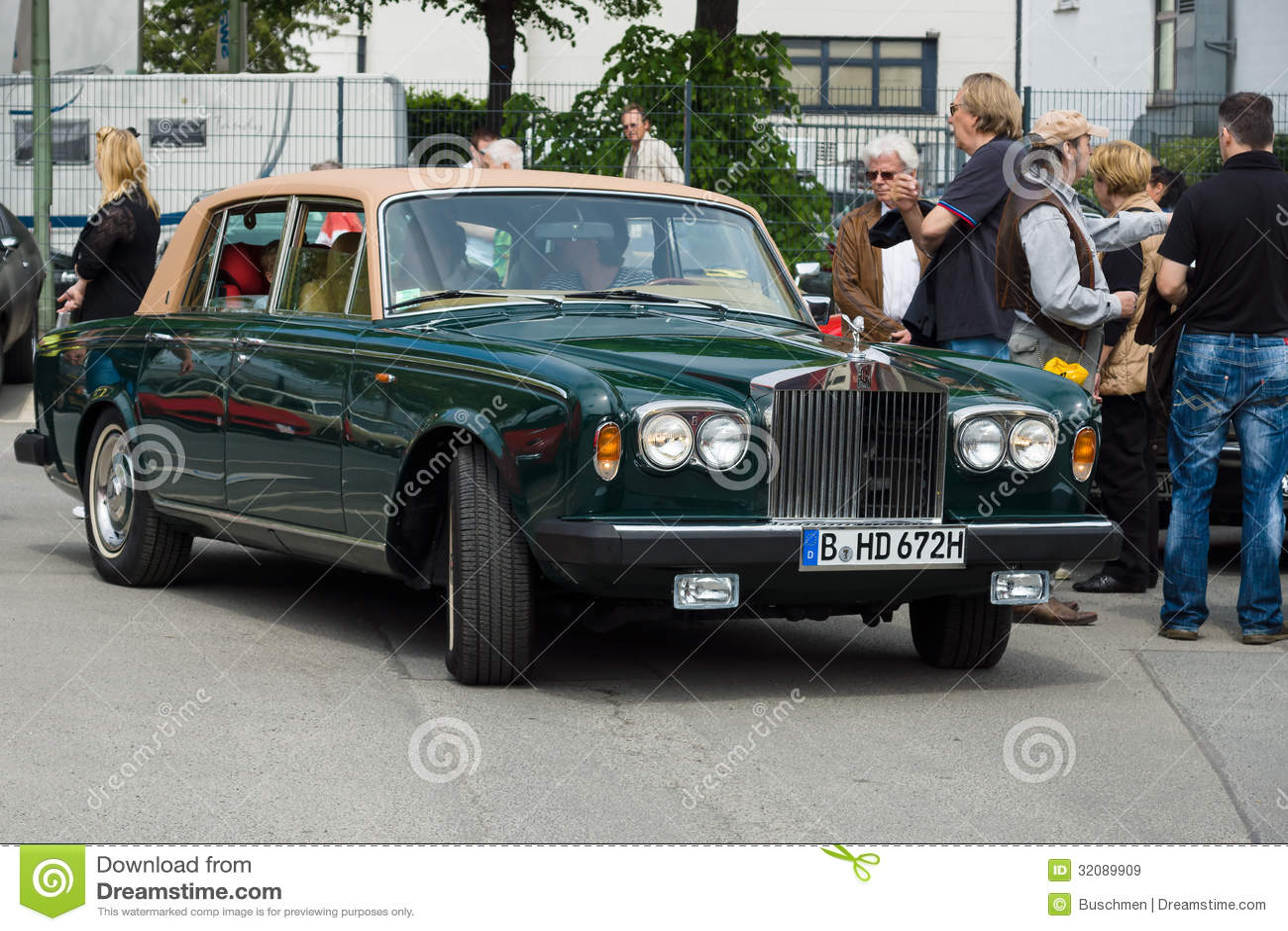 british luxury car rolls royce silver shadow ii editorial stock image image 32089909. Black Bedroom Furniture Sets. Home Design Ideas