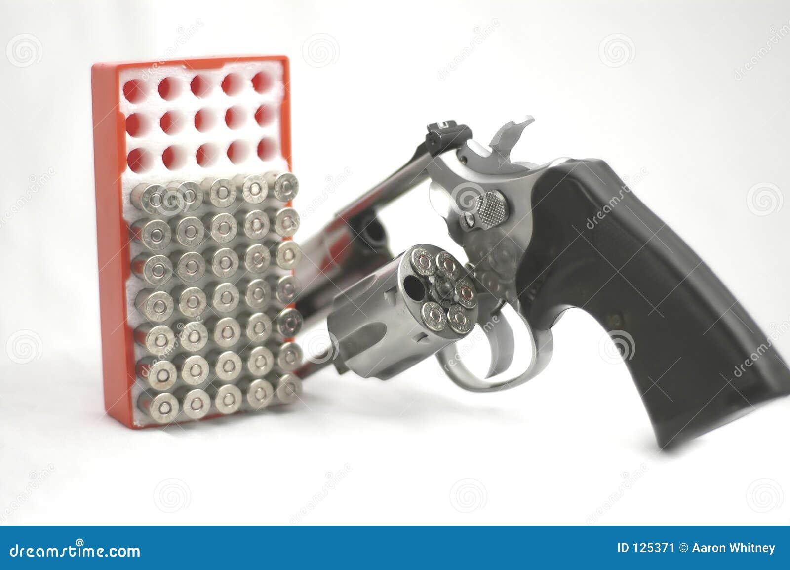 Broń, amunicję