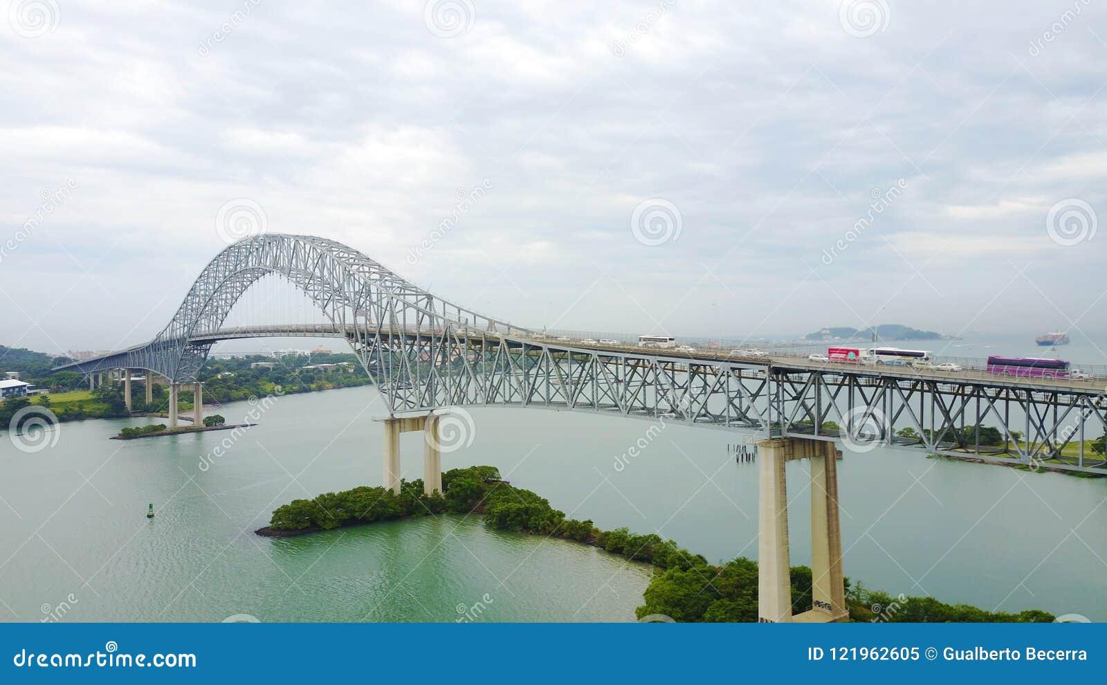Bro av Americasna över den Panama kanalen