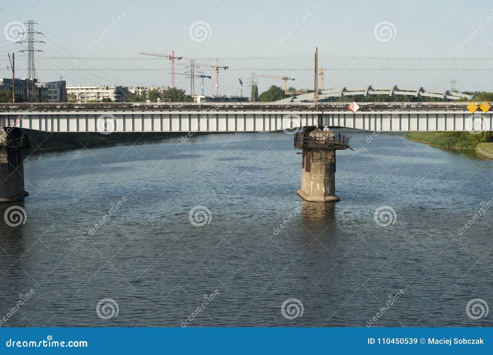 Bro på den Vistola floden Krakow