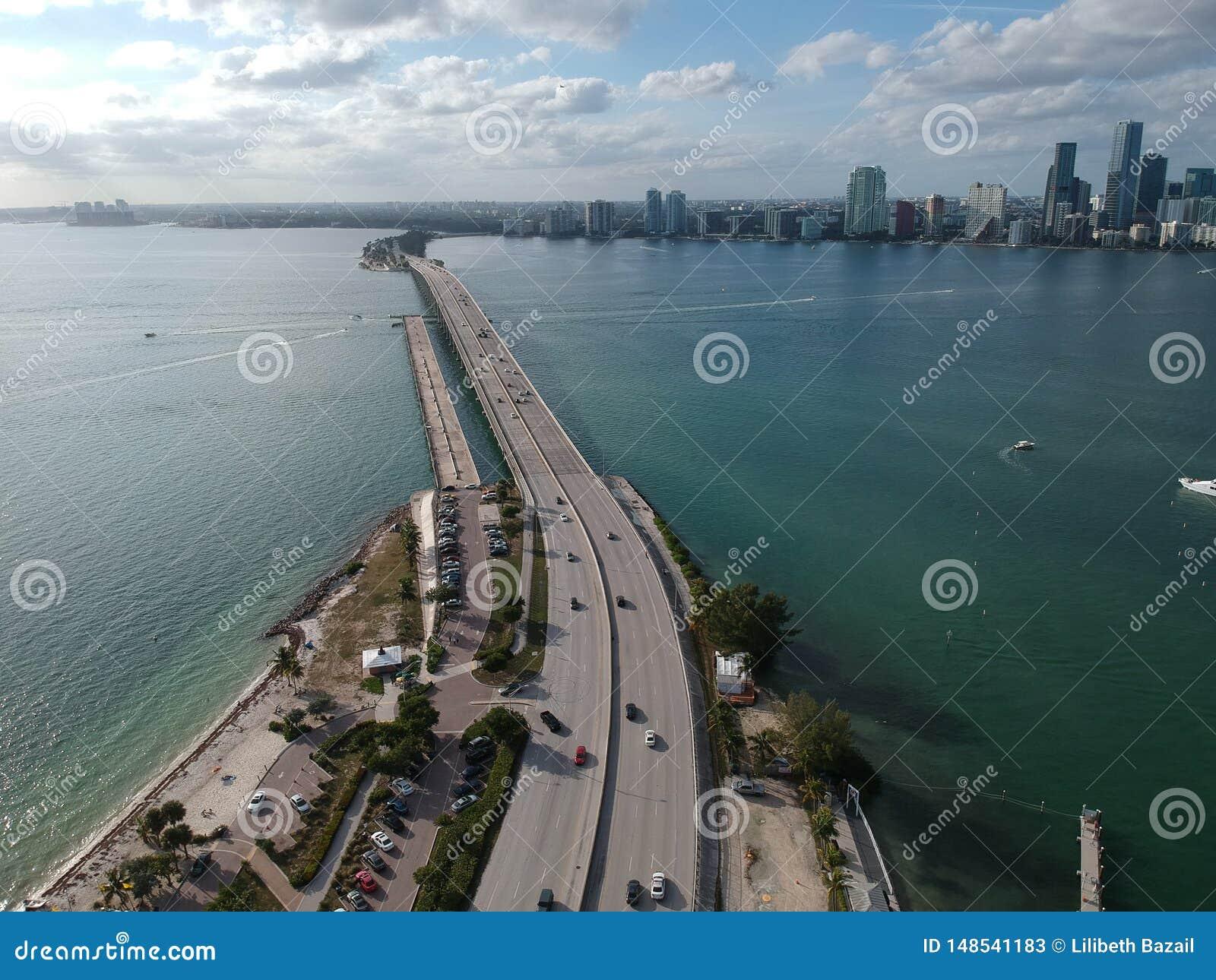 Bro till i stadens centrum Miami