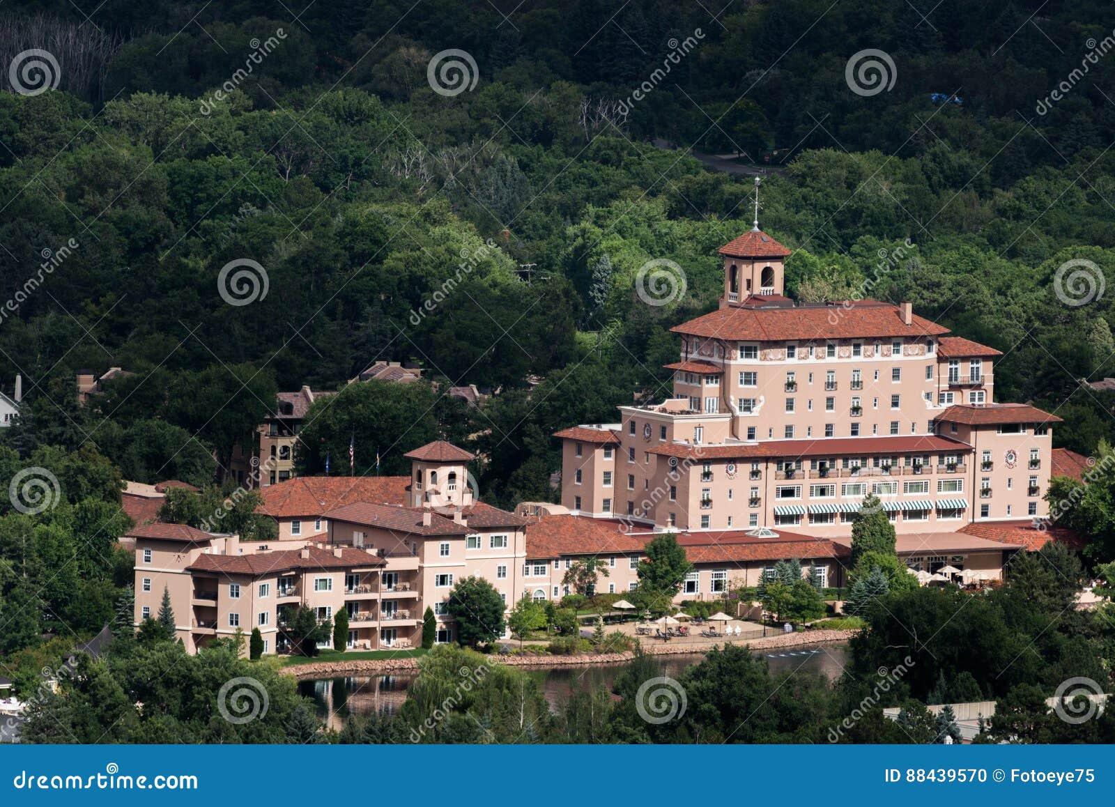 Broadmoor hotelu i kurortu Colorado wiosny
