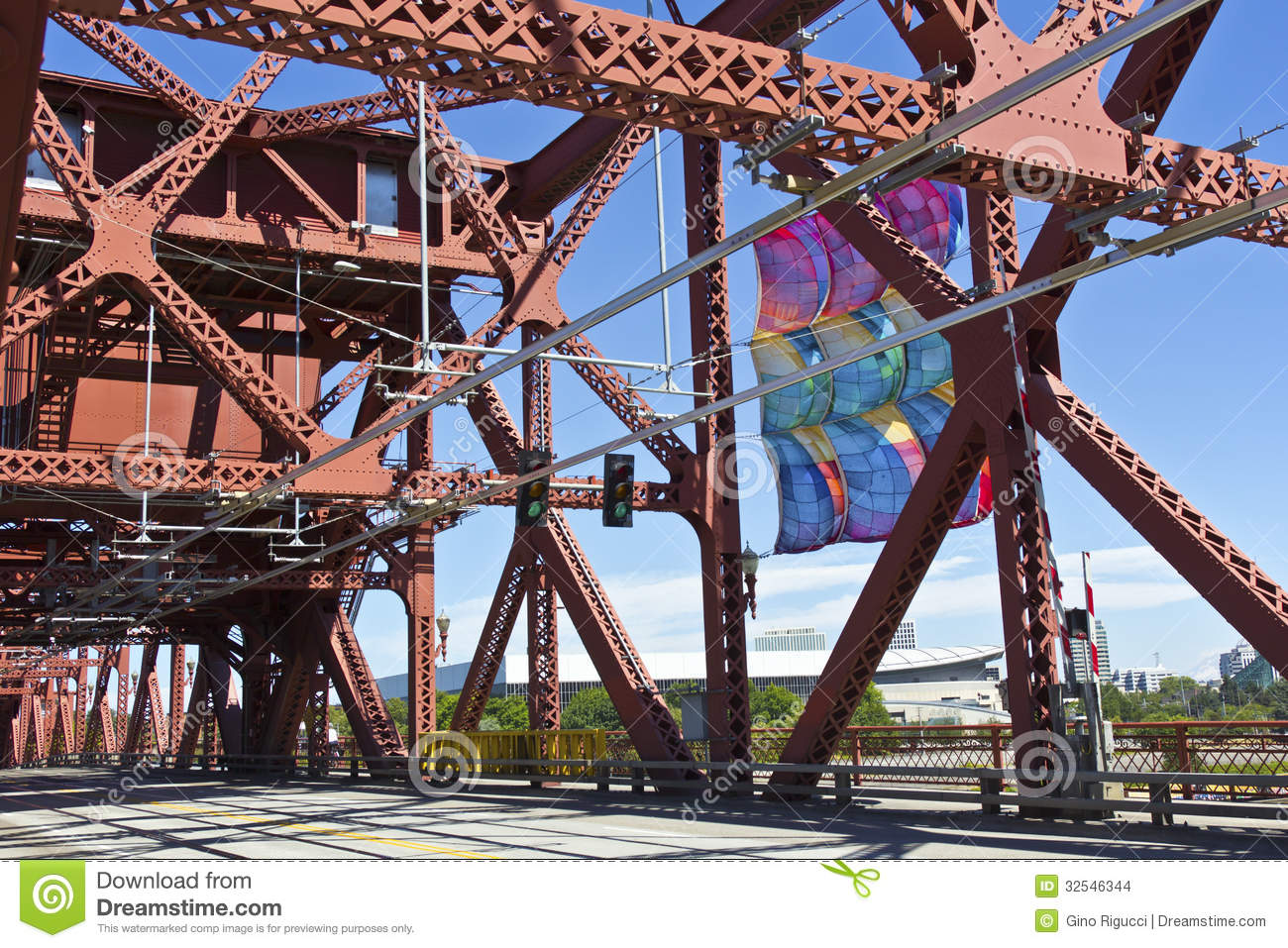 The Broadway Bridge Infrastructure Portland Or Stock Images Image 32546344