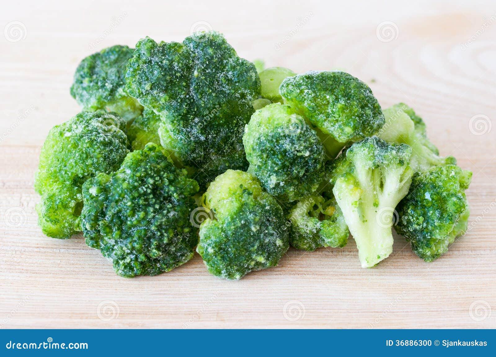 Download Broccoli Congelati Sul Tagliere Fotografia Stock - Immagine di sano, vegetariano: 36886300