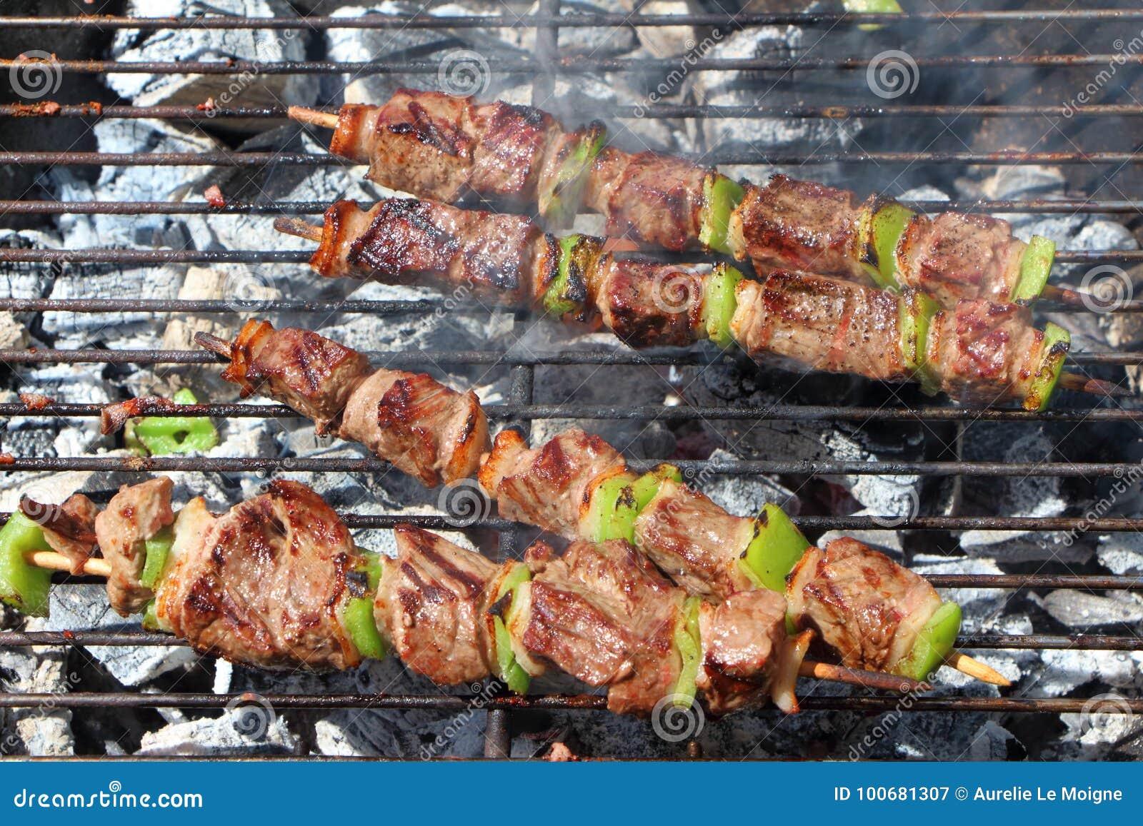 Brochette de boeuf sur le barbecue