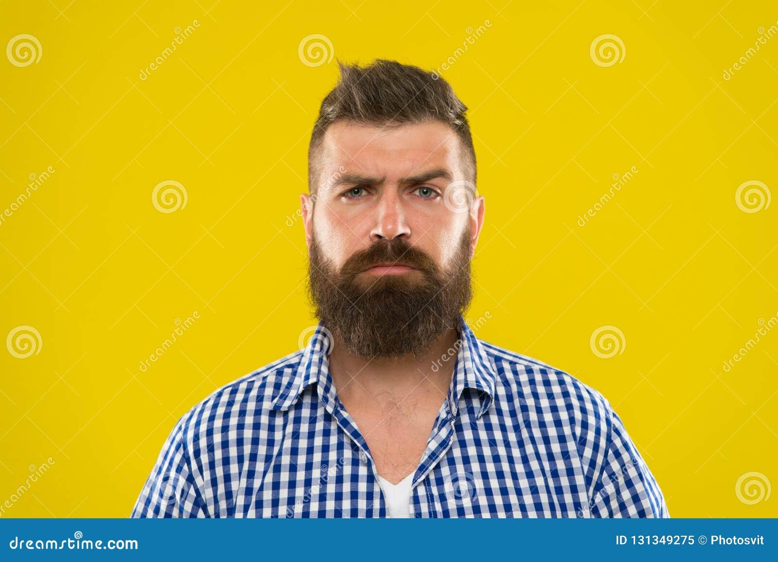 Broda mężczyzna Włosy i brody opieka brodaty mężczyzna Męska fryzjer męski opieka Dojrzały modniś z brodą Brutalny caucasian modn