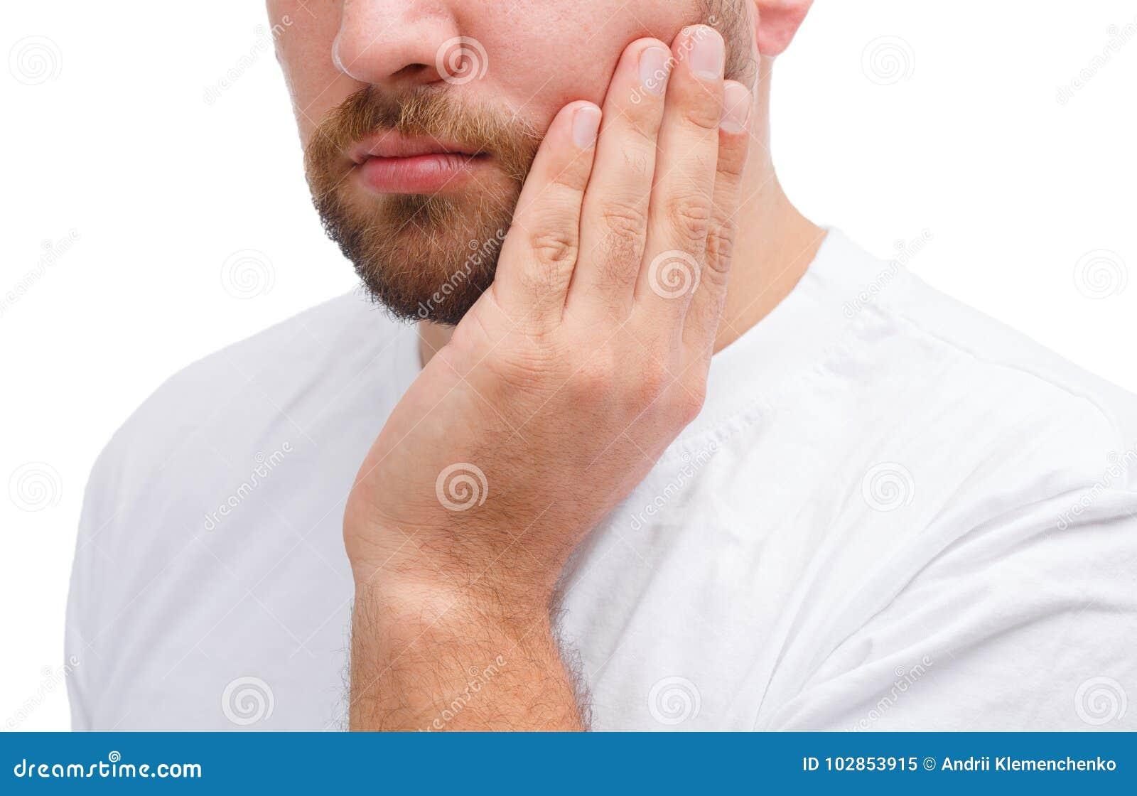 Brodaty mężczyzna z chorym zębem Zakończenie Odizolowywający nad białym tłem