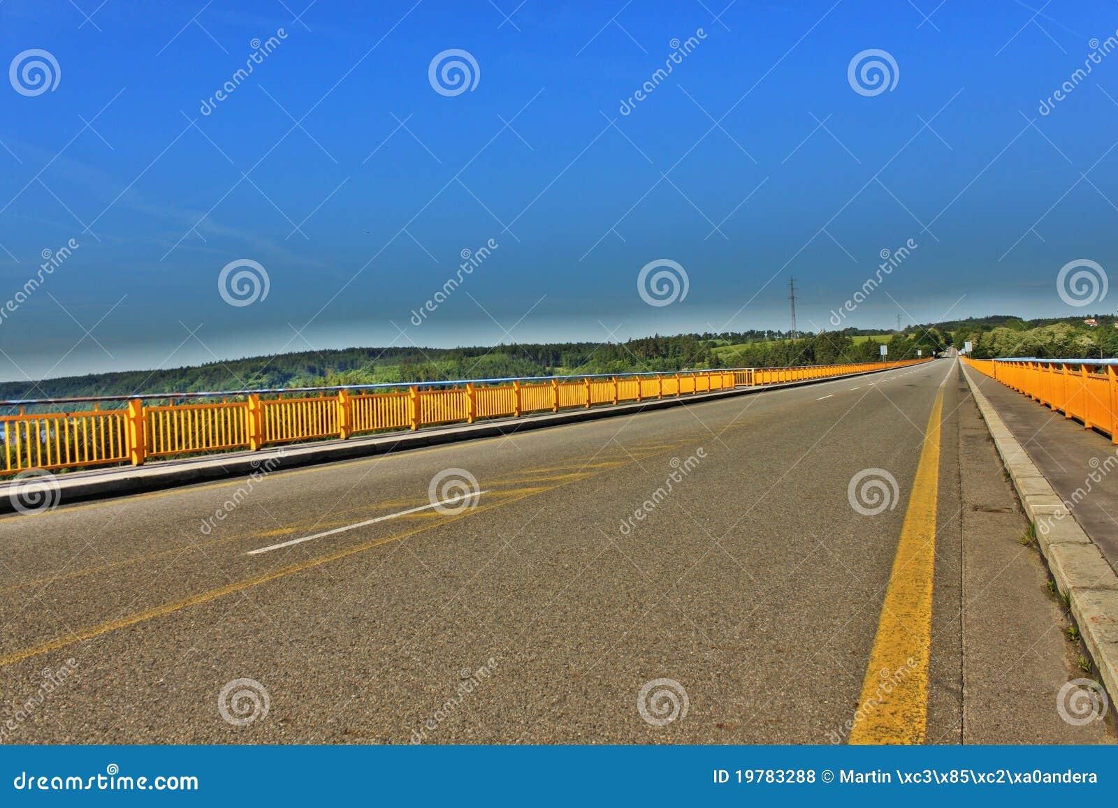 Brofördämningorlik över zdakovkov
