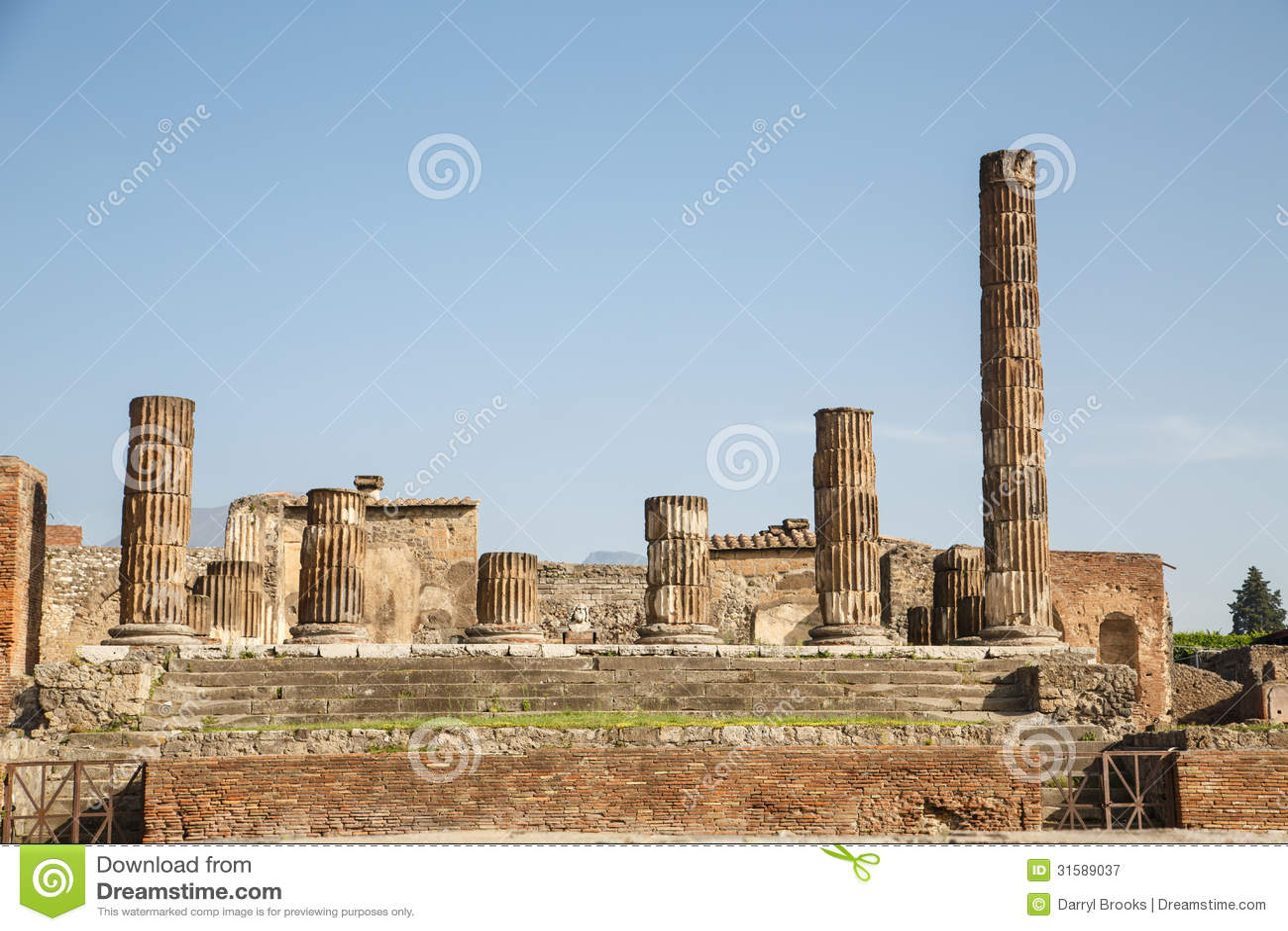 Broken Stone Pillar : Broken columns in pompeii royalty free stock photography