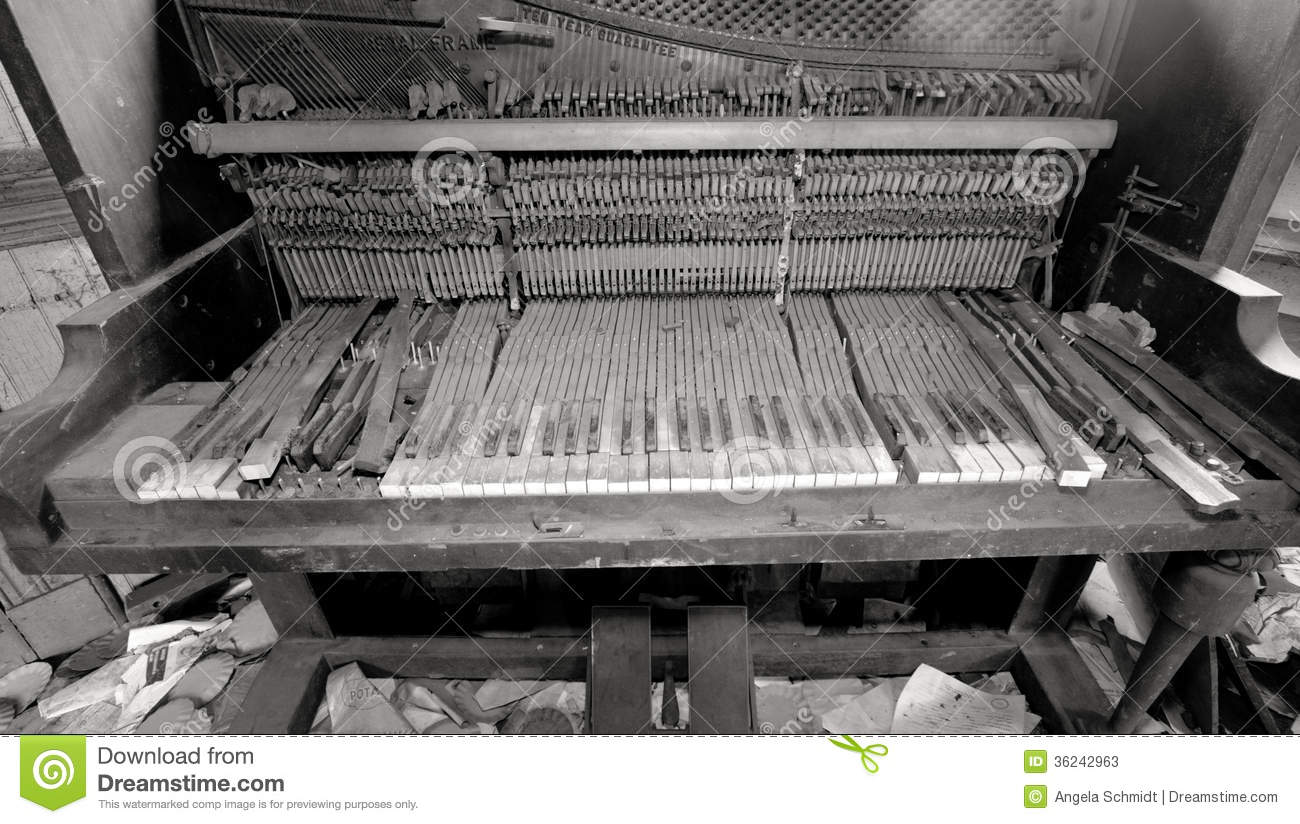 Broken piano in trashed room stock photos image 36242963 for Classic house piano