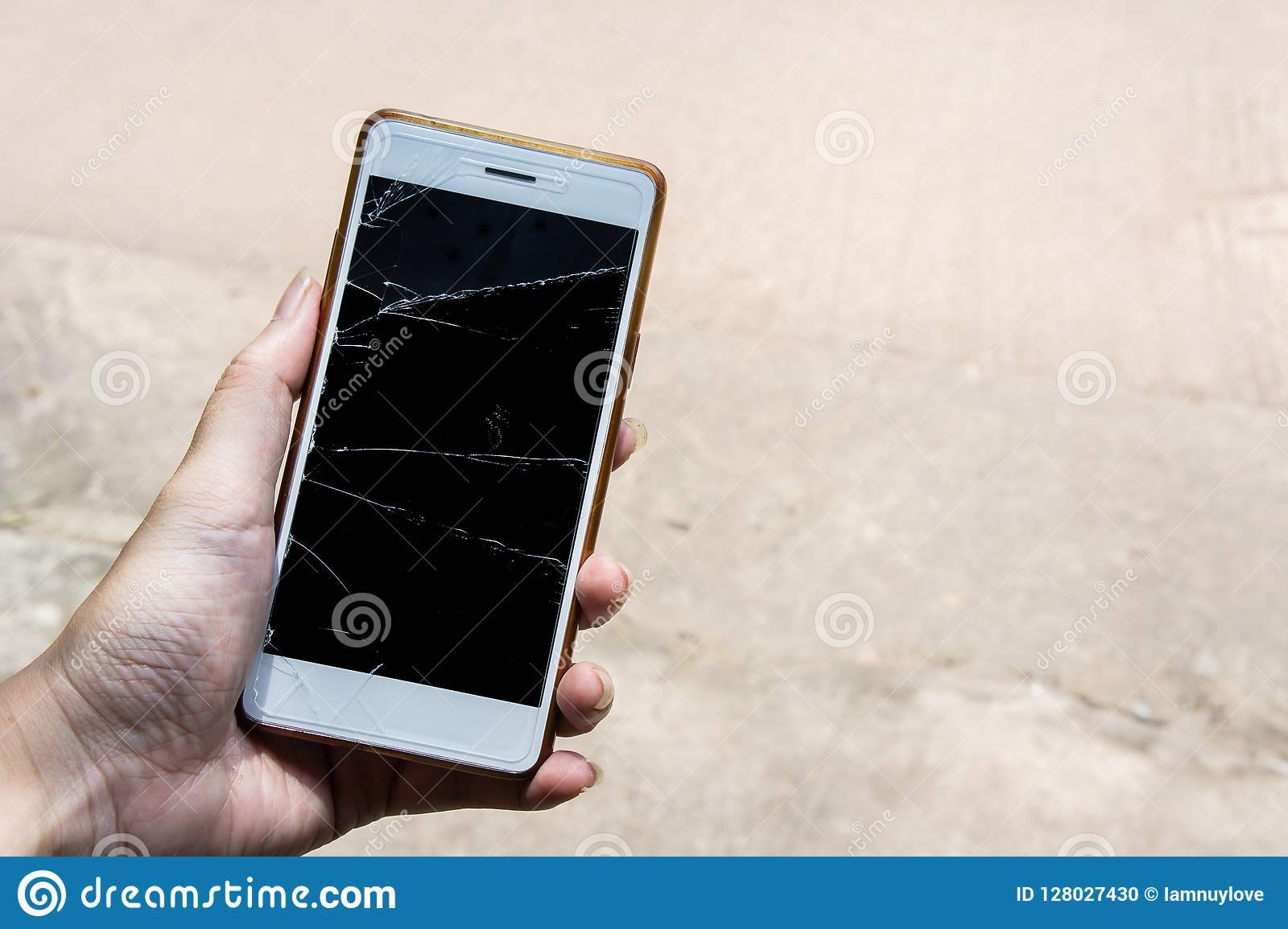 Broken screen mobile , screen moblle is Cracked glass