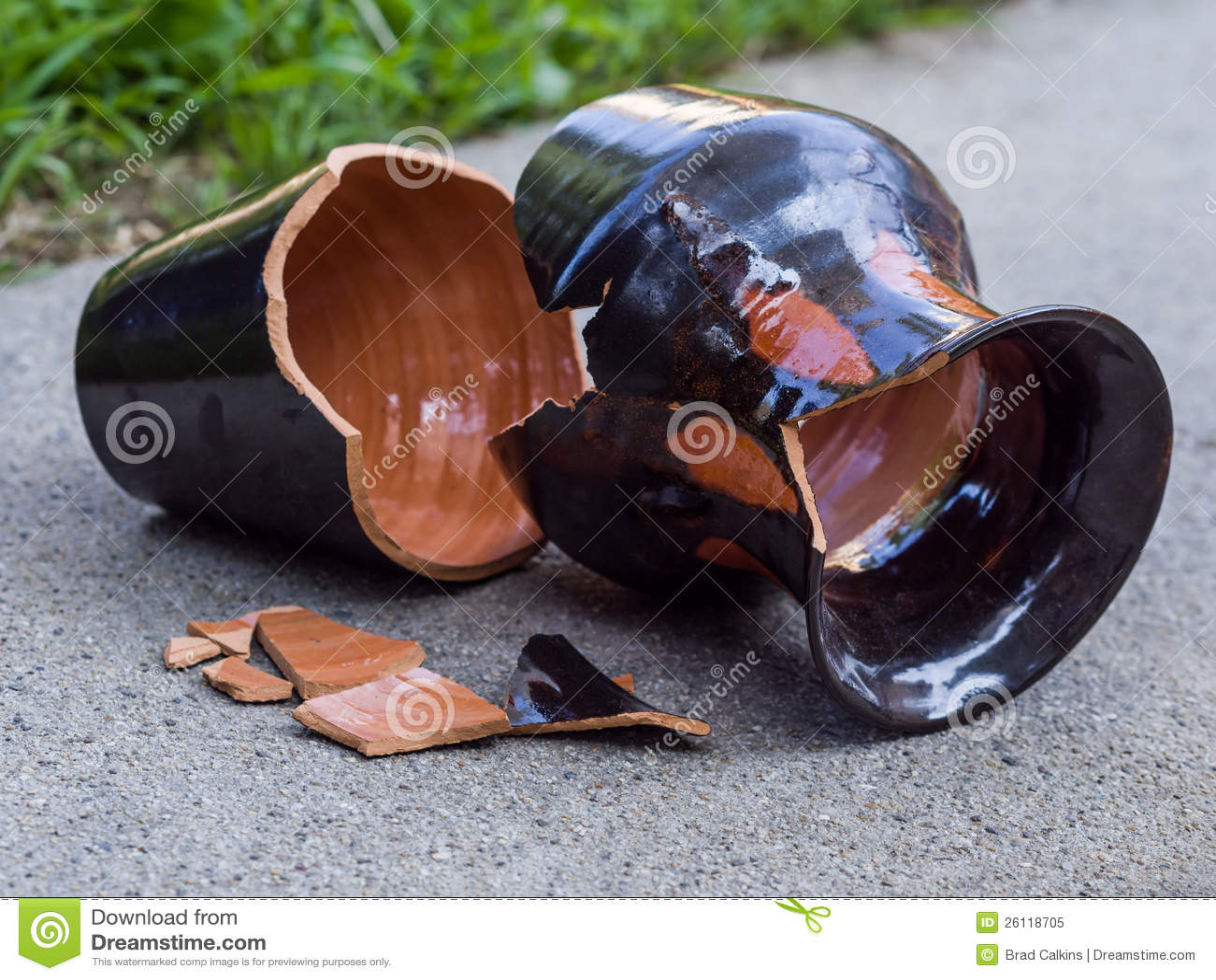 Broken Vase Royalty Free Stock Photo - Image: 26118705