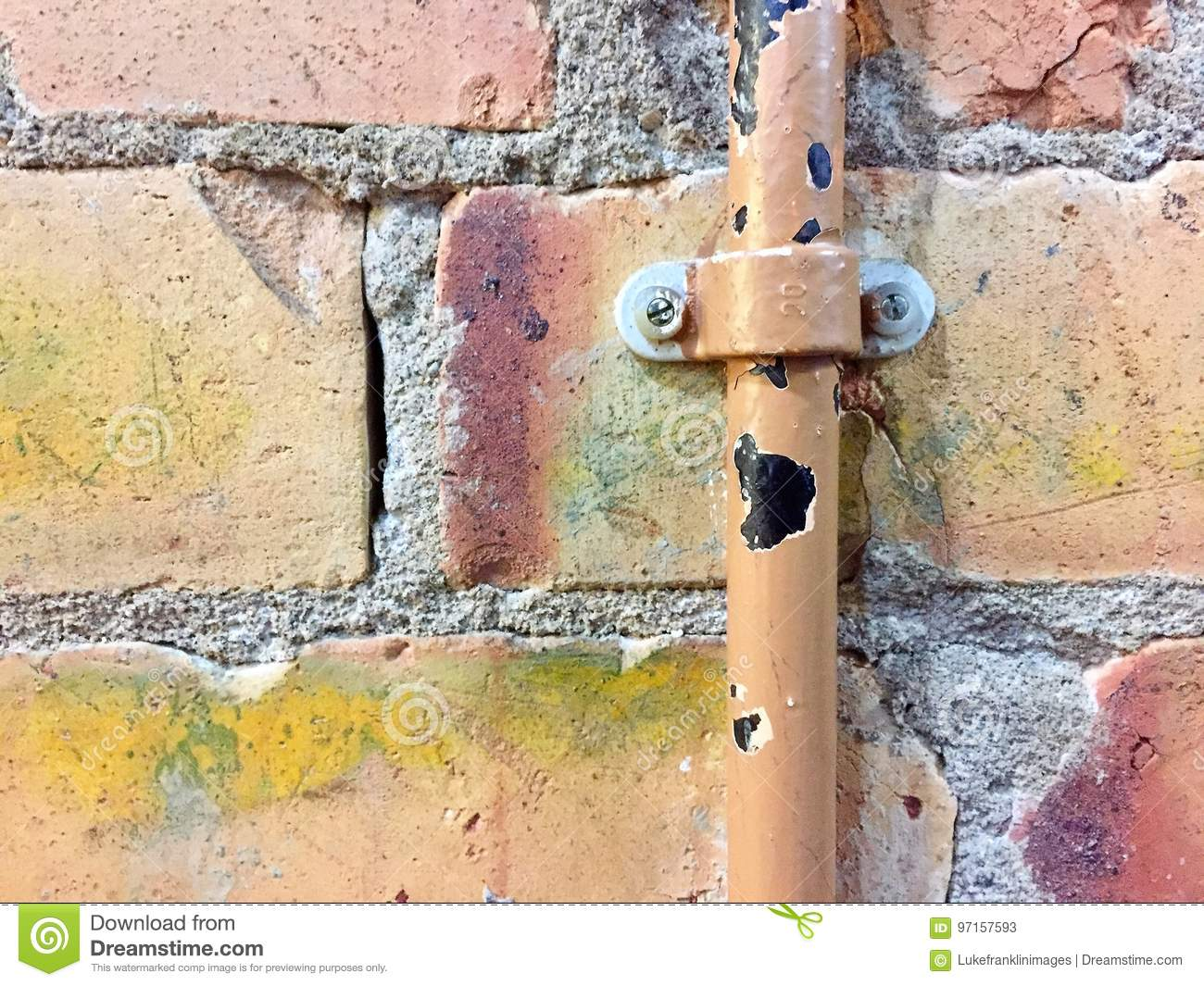 how to fix broken water pipe in wall