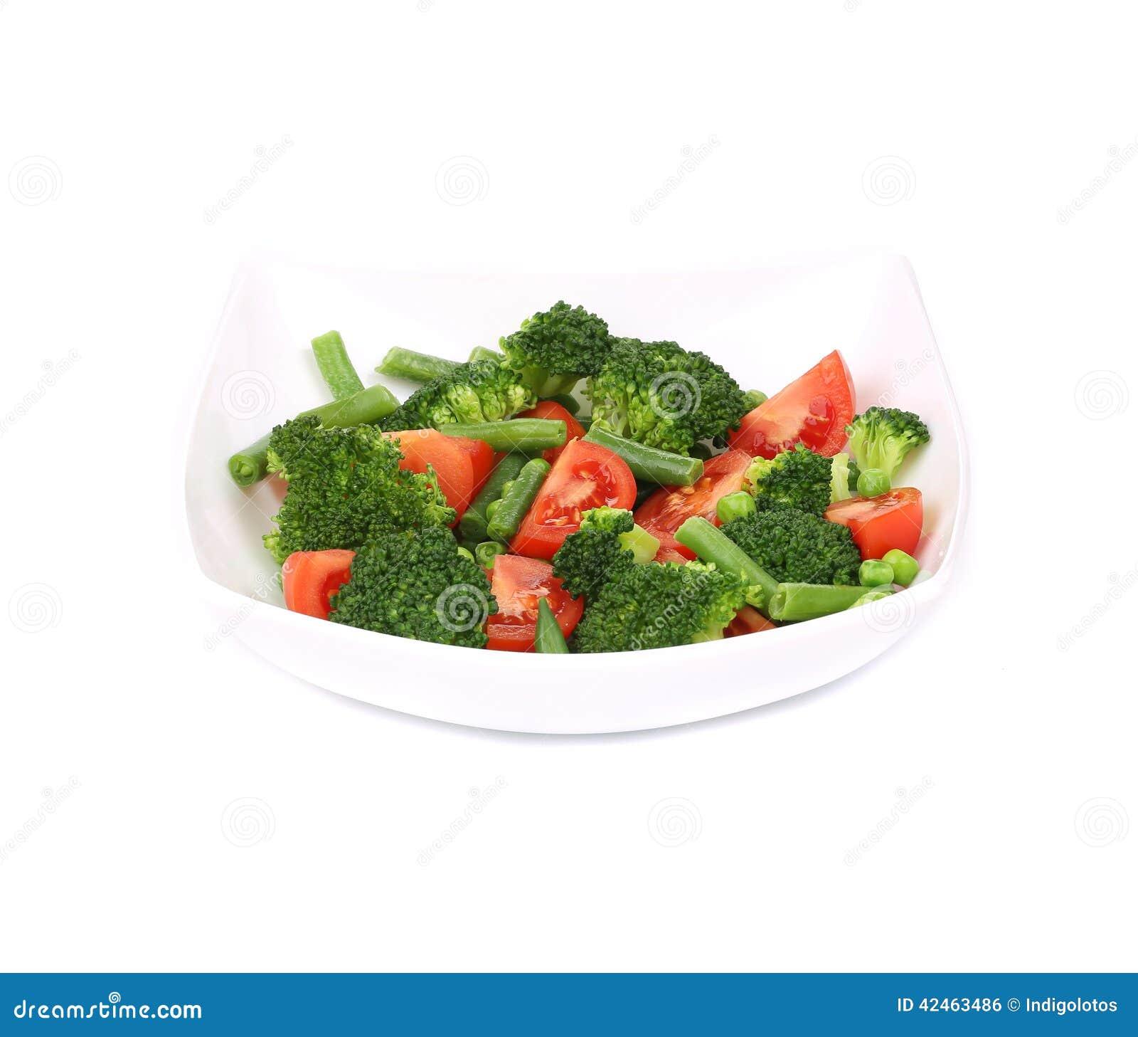 Brokkolisalat mit Tomaten