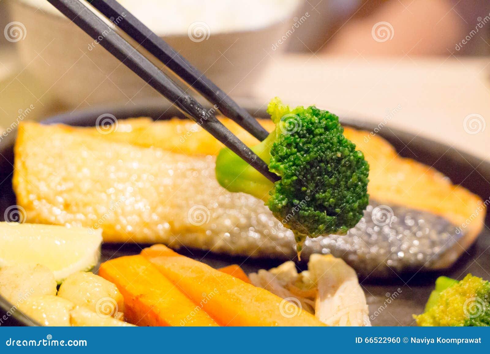 Brokuły w chopsticks