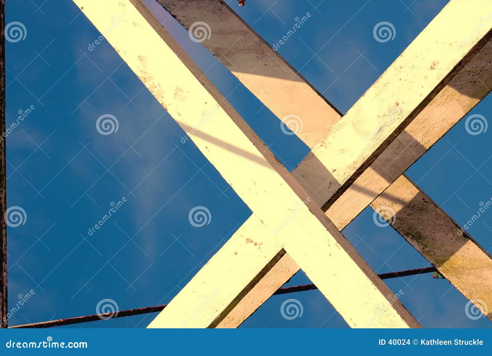 Bron förstärker trä