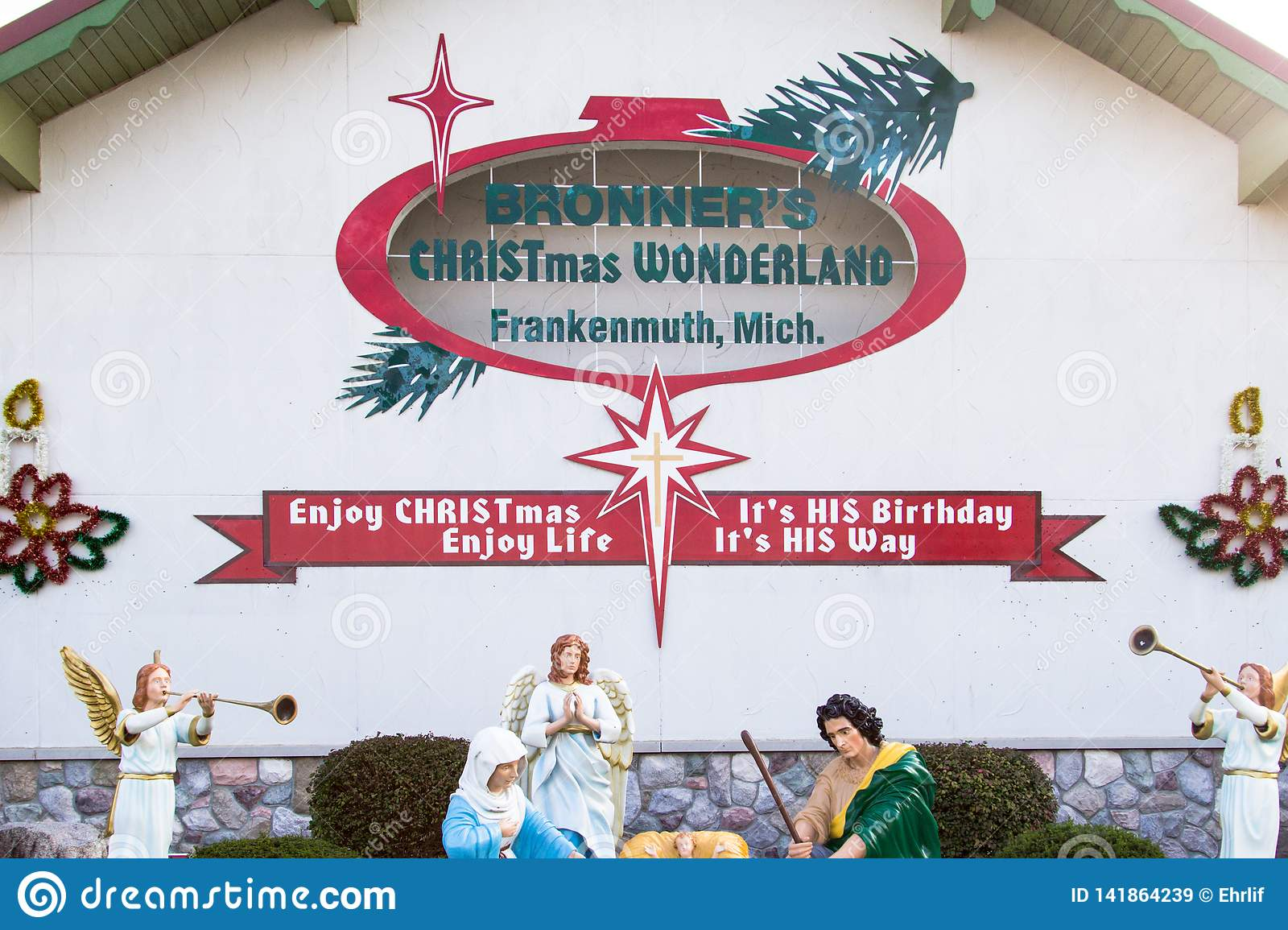 Bronners Christmas.Bronners Christmas Wonderland Exterior In Frankenmuth