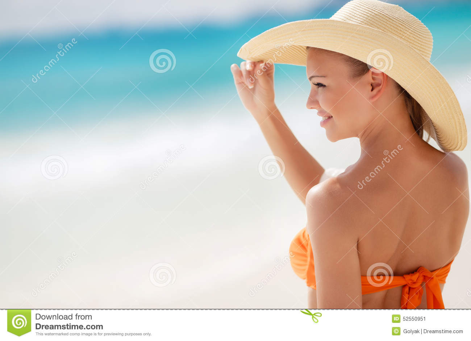 BronsTan Woman Sunbathing At Tropical strand