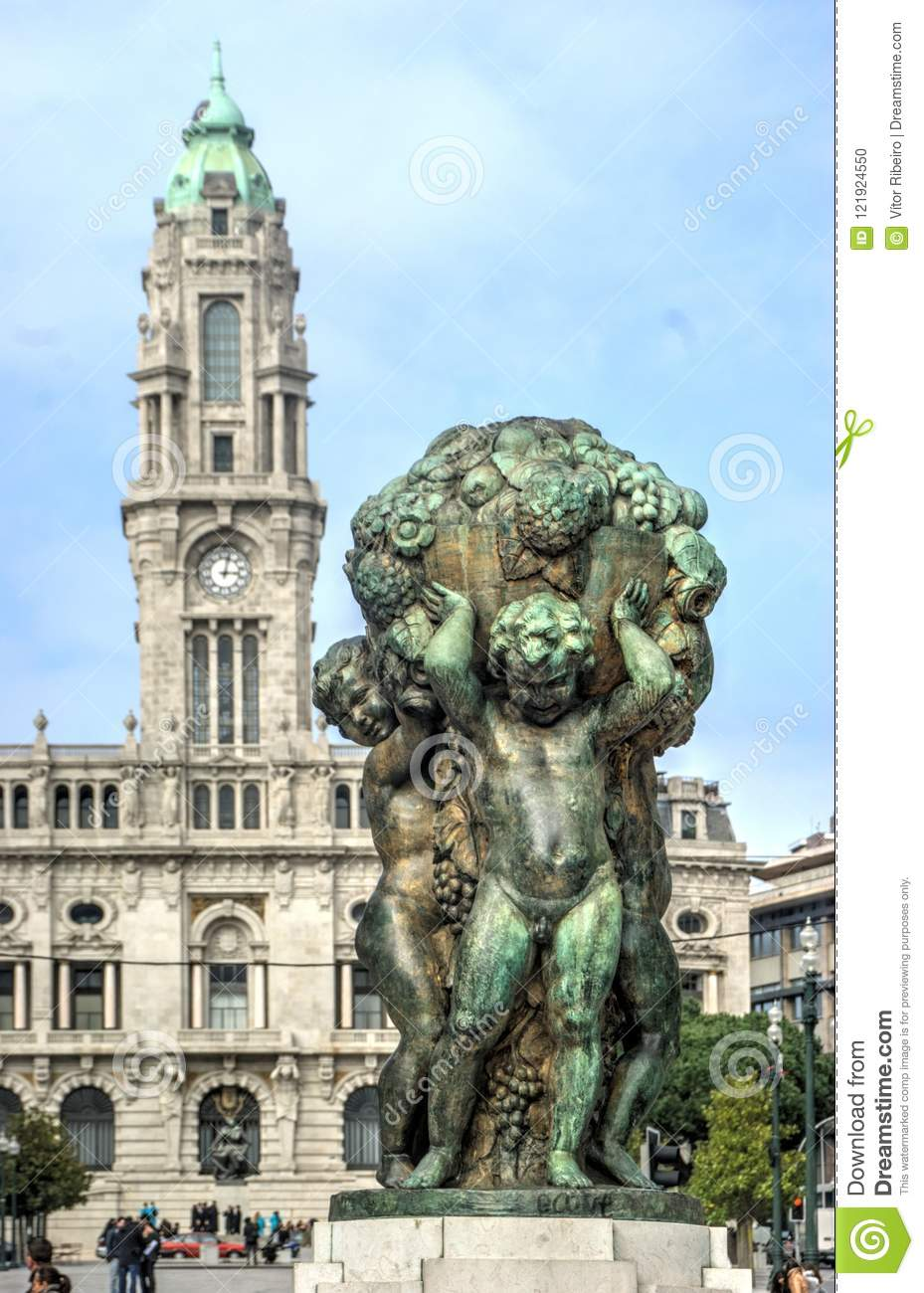 Bronze sculpture in front of Oporto City Hall