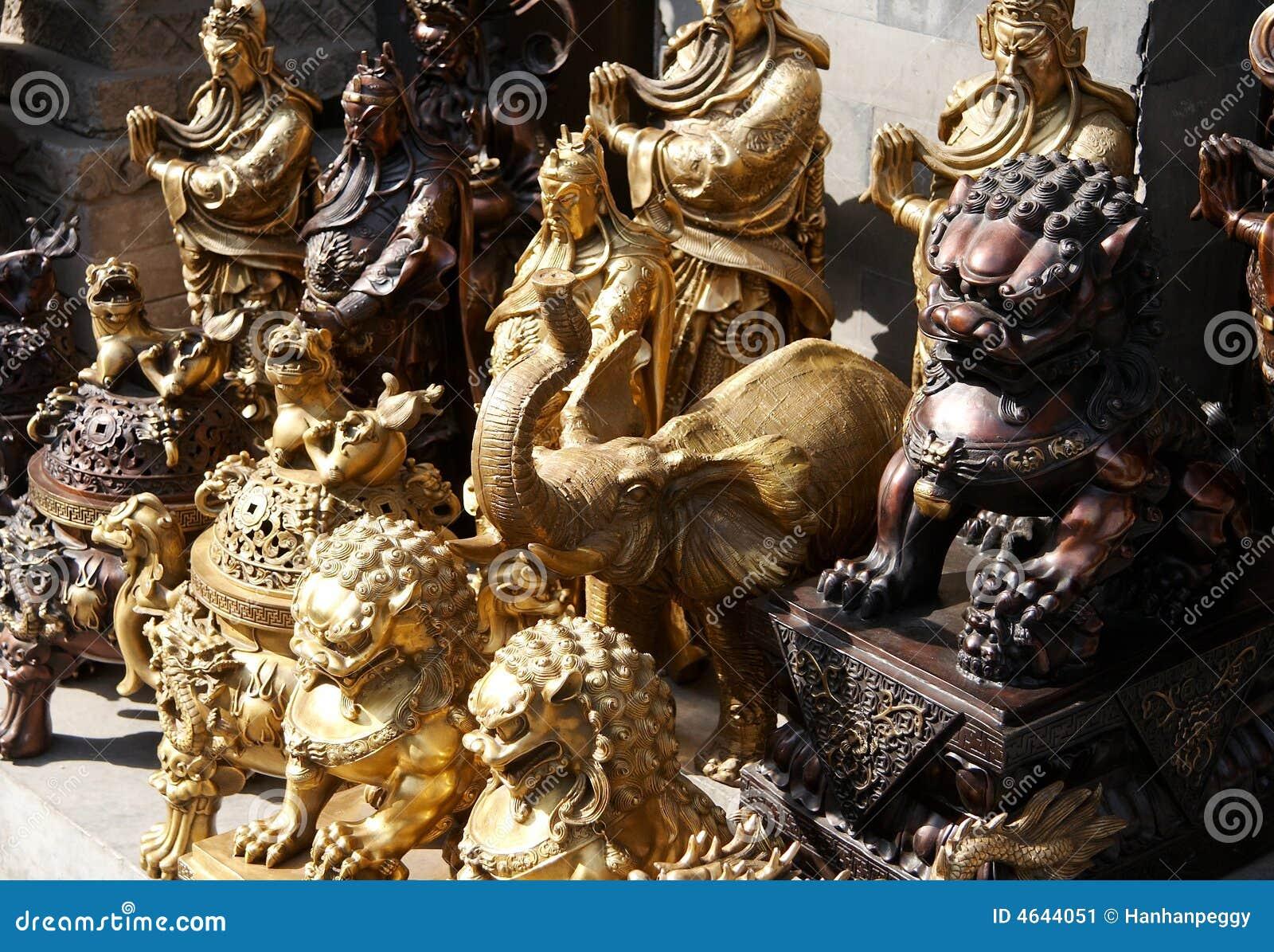 Bronze statuary no mercado