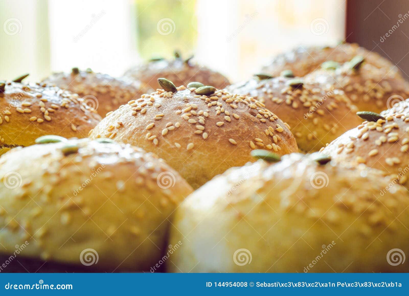 Brood het kneden met zaden in perspectief