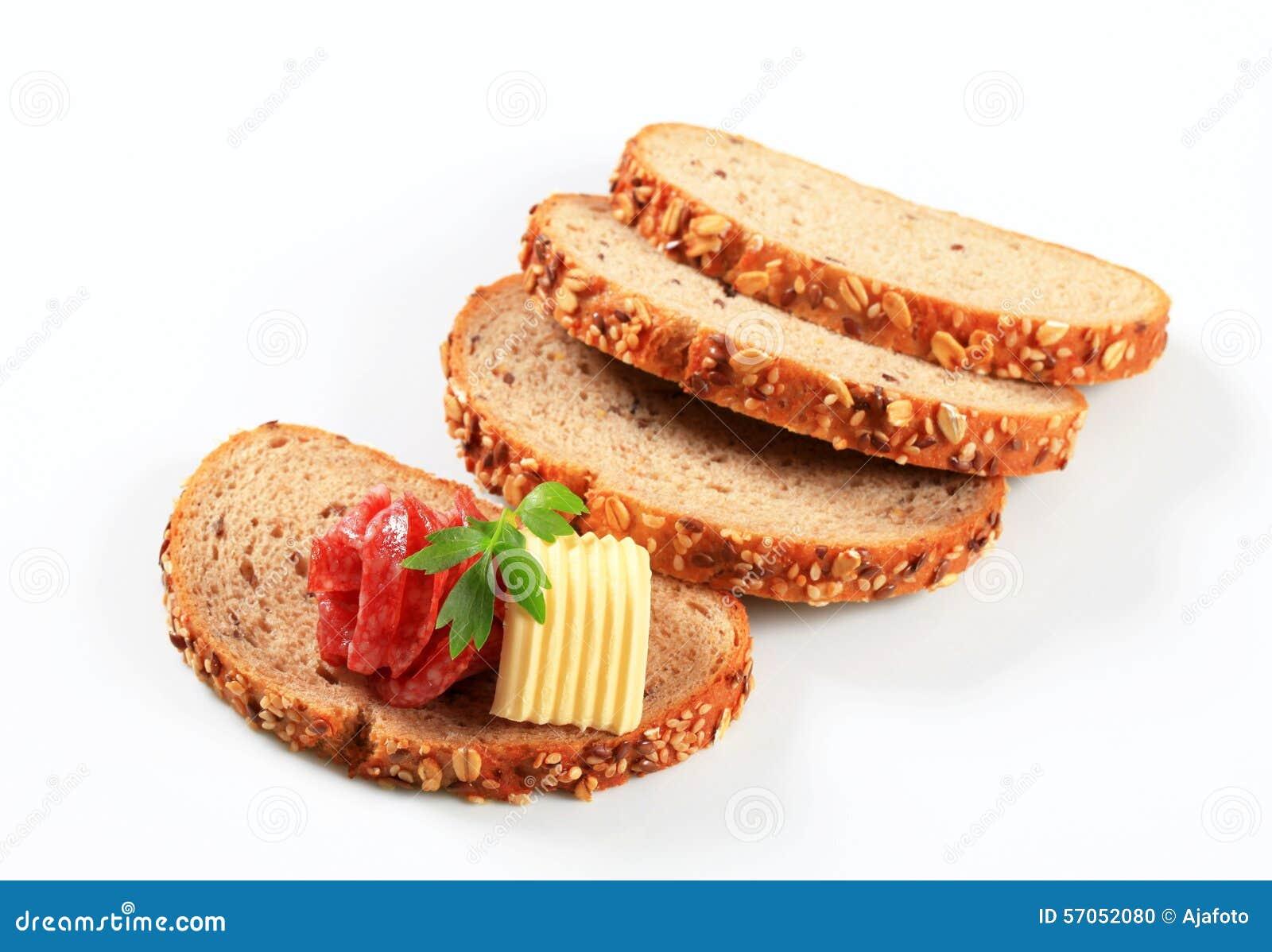 Brood met boter en salami