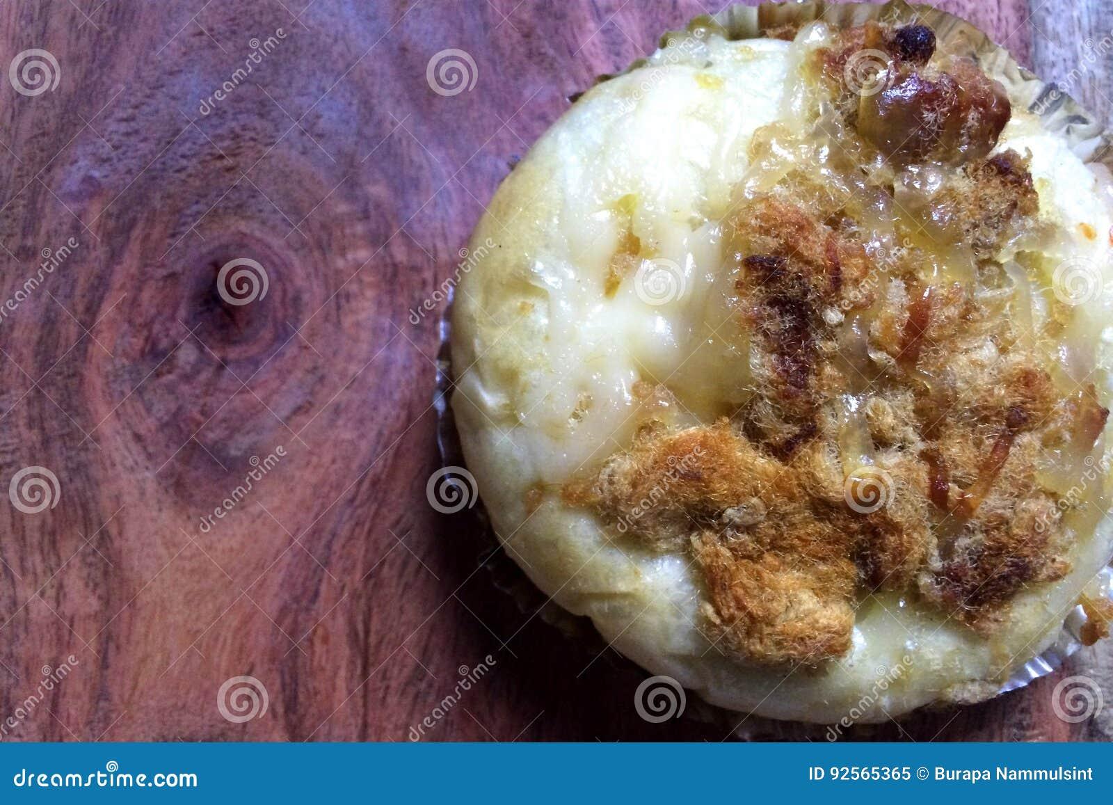Brood met droog verscheurd varkensvlees