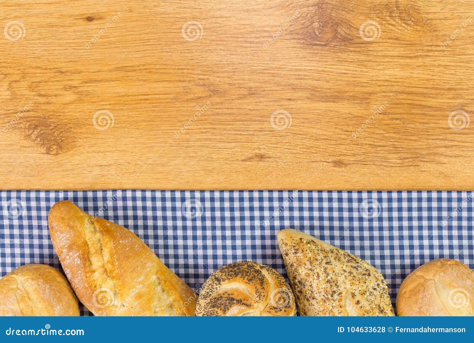Download Brood Op Houten Lijst Selectieve Nadruk Stock Foto - Afbeelding bestaande uit eating, stof: 104633628