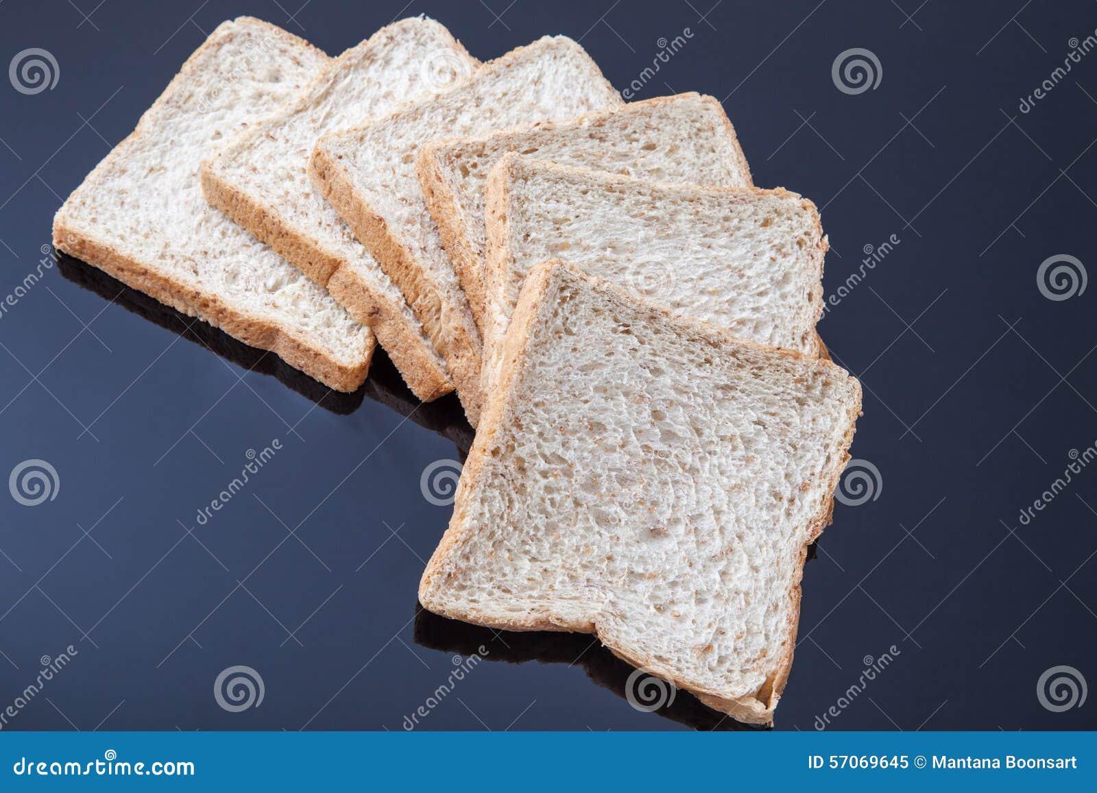 Brood van de plak het gehele tarwe