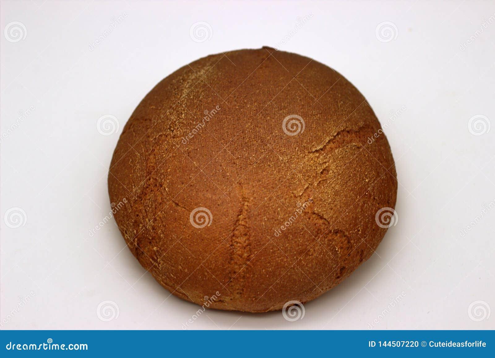 Brood van het Roggebrood Ge?soleerde Beeld op een Witte Achtergrond