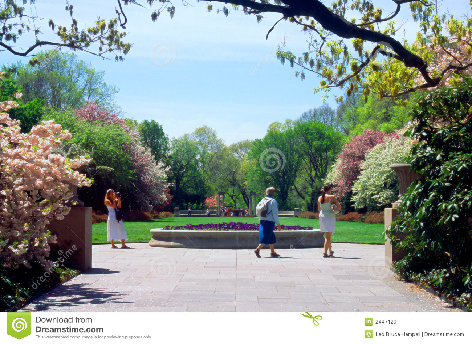 Tourists Brooklyn Botanic Garden New York Usa Royalty Free