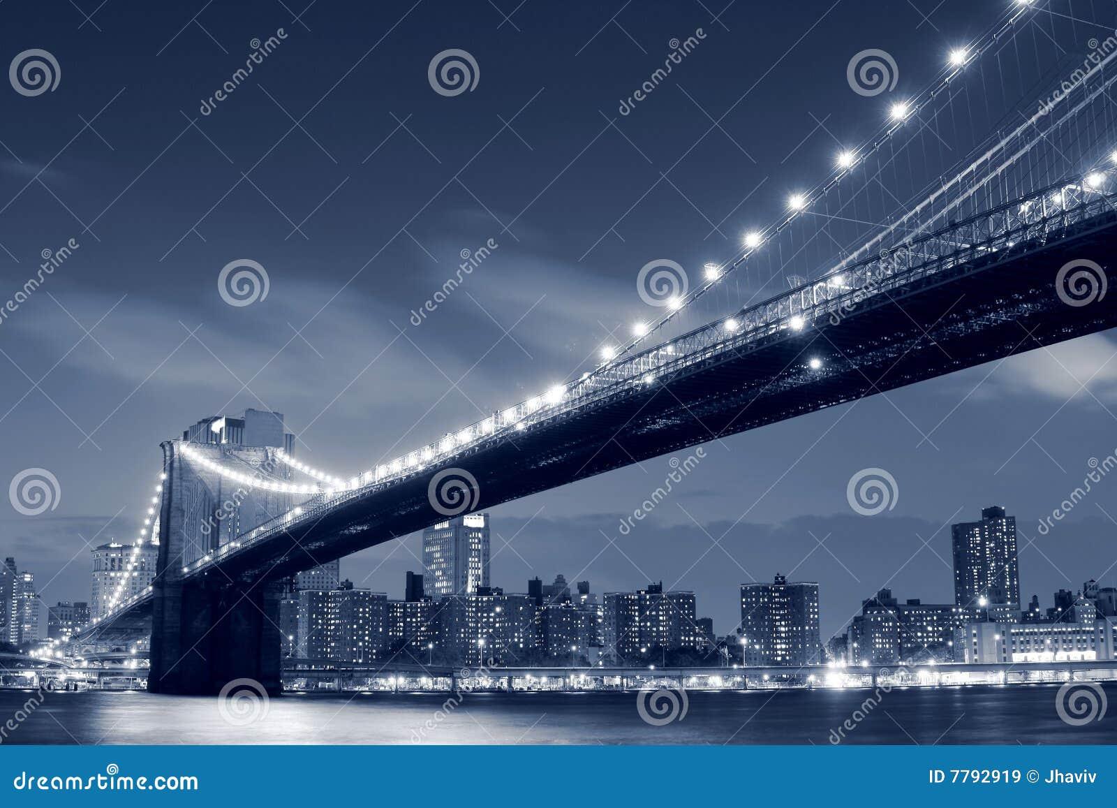Brooklyn-Brücke nachts