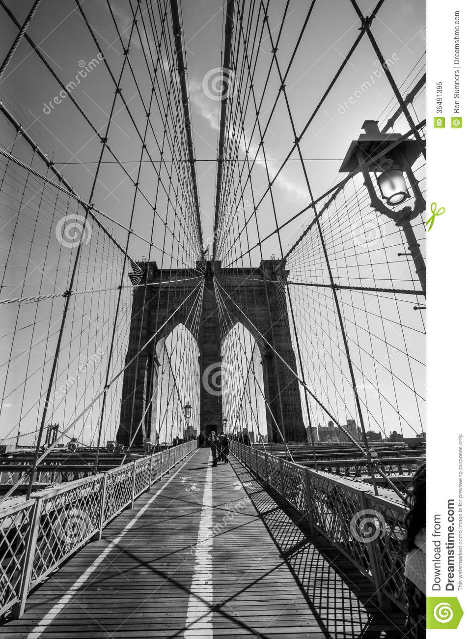 Brooklyn bridge black and white stock image image of for Immagini desktop new york
