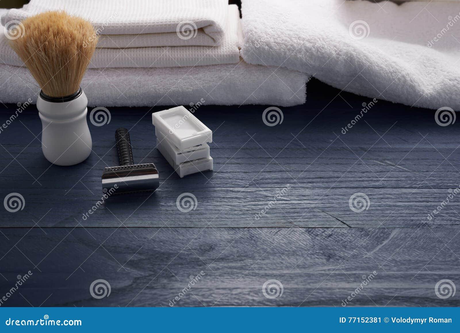 Brosse et lame et d autres outils de rasage