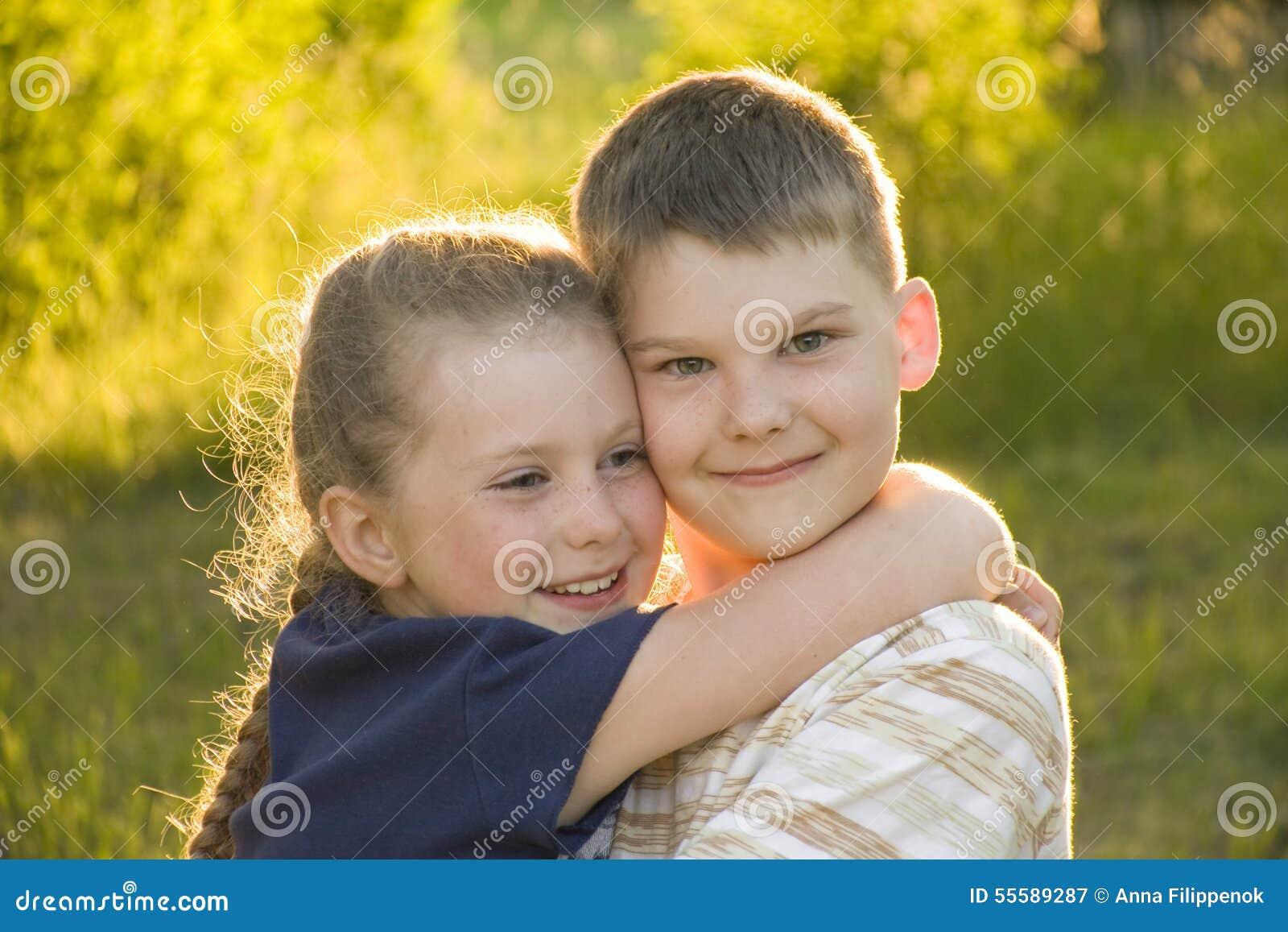 Сестра возбудила своего брата и его друга, Сестра возбудила брата и трахалась с ним - порнофаза 21 фотография
