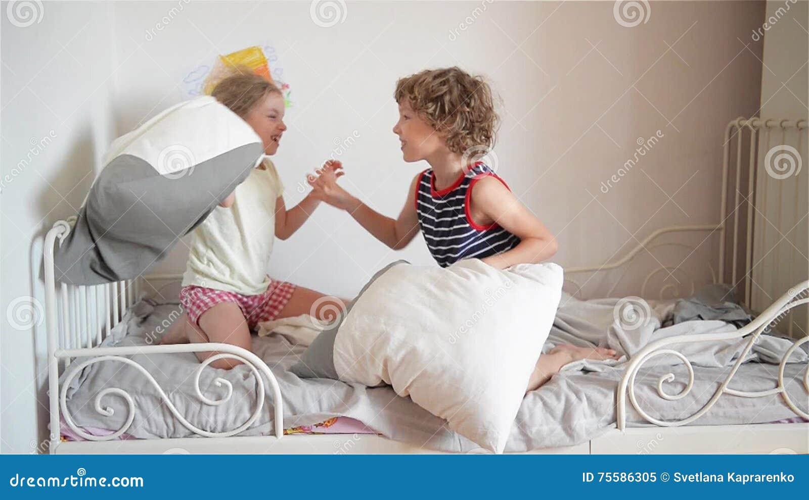Пьяный брат трахнул пьяную сестру, Смотреть поимел спящую сестру дественицу онлайн 19 фотография