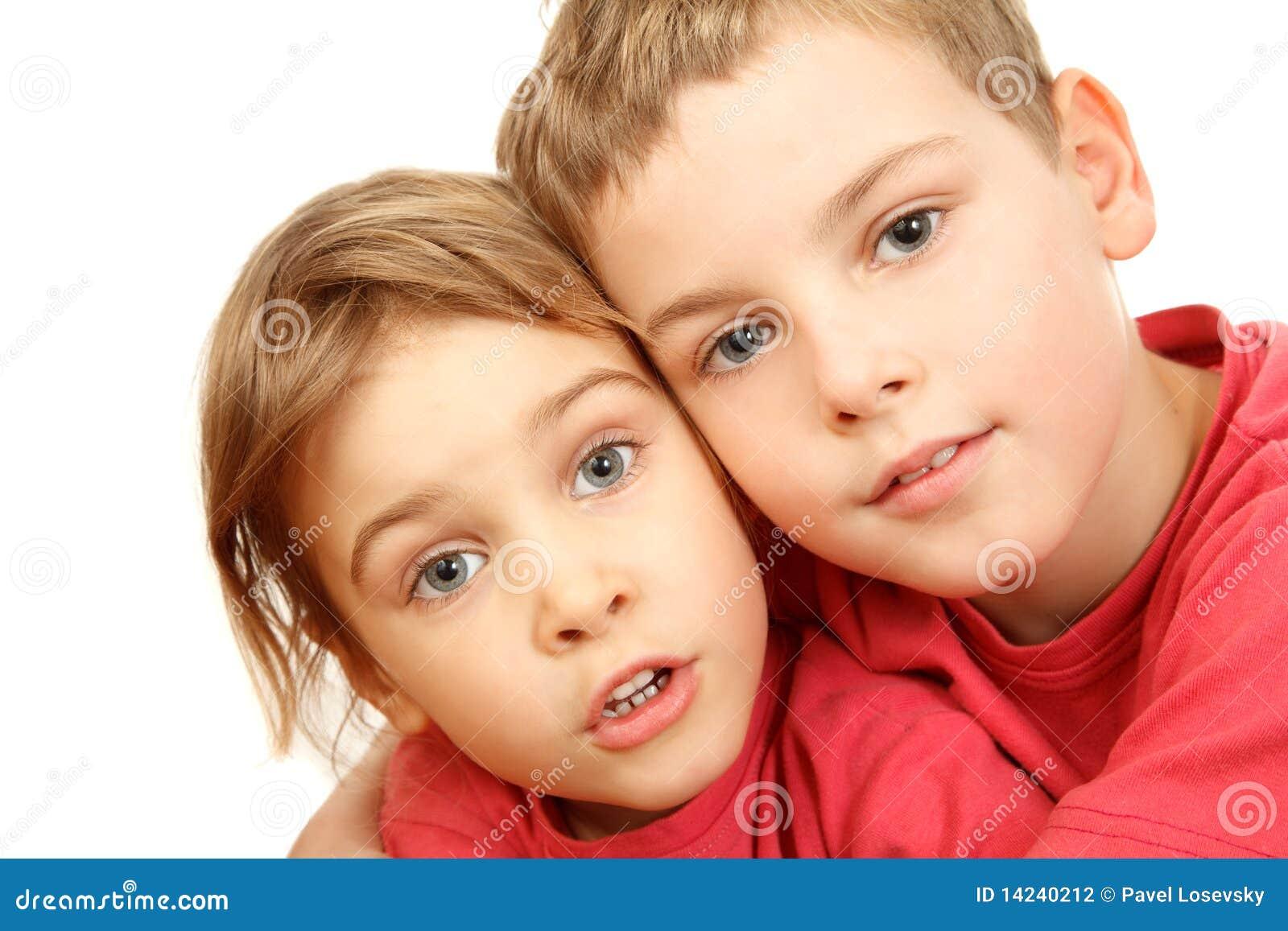 brat-trahnul-krasivuyu-sestrenku